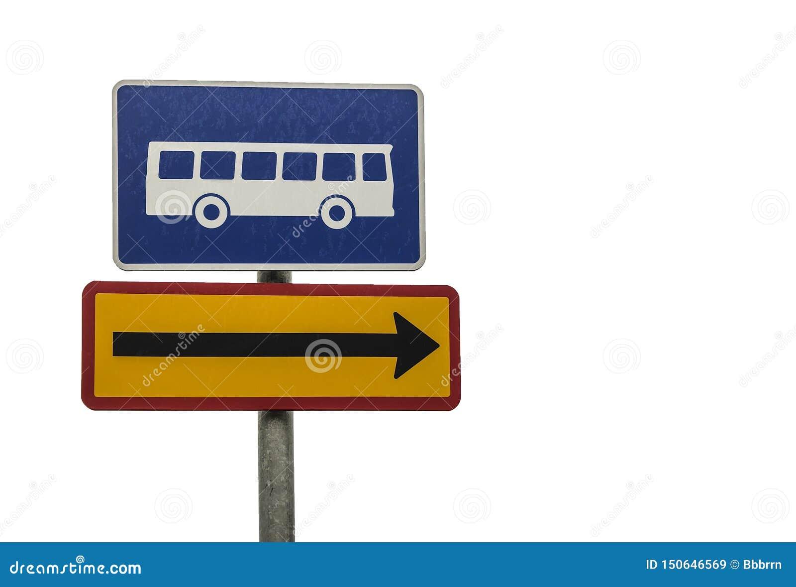 Sinal de sentido da parada do ônibus isolado no branco