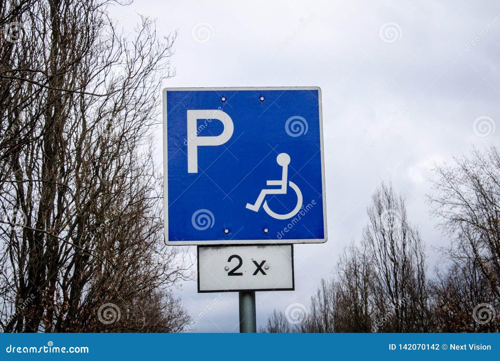 Sinal de tráfego deficiente do lugar de estacionamento
