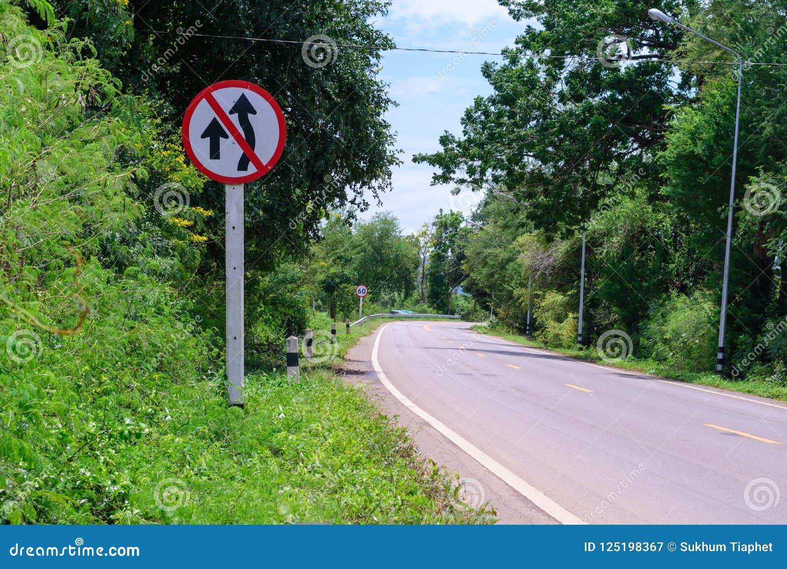 Sinal de tráfego não sobre a tomada