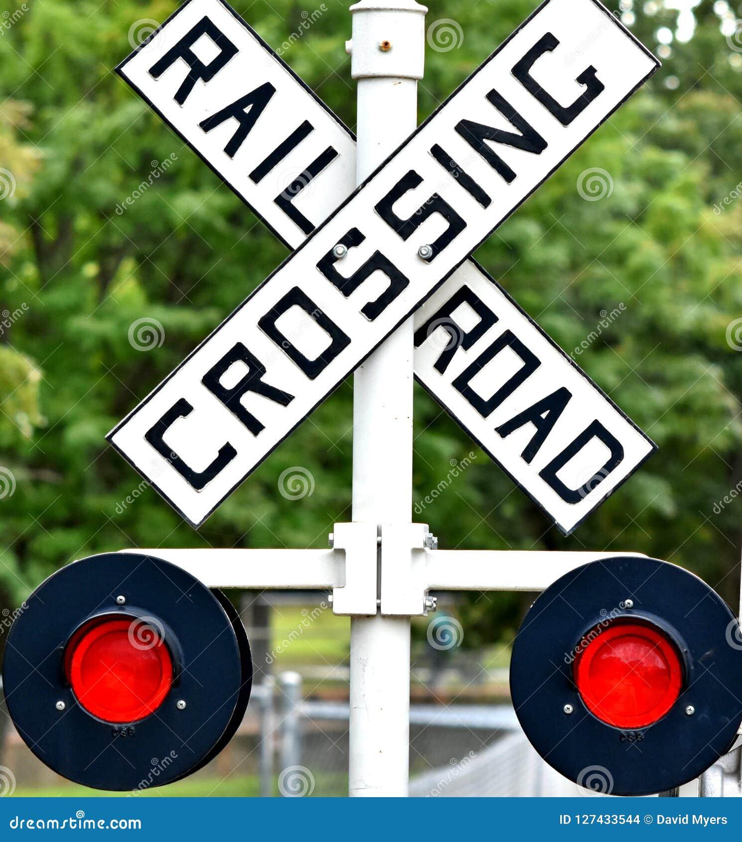 Sinal do cruzamento de estrada de ferro, luzes de piscamento automáticas