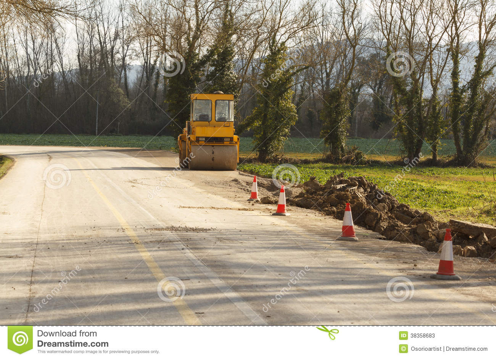 Sinal em roadworks e em asfalto do compressor