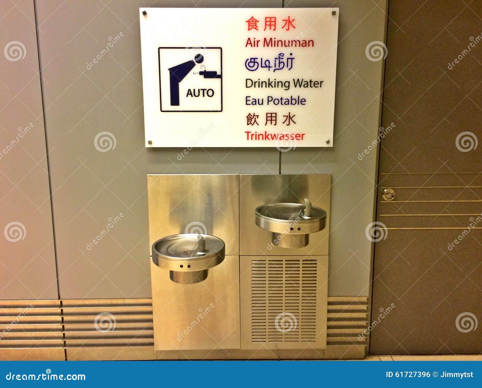 Sinal multilingue - refrigerador de água