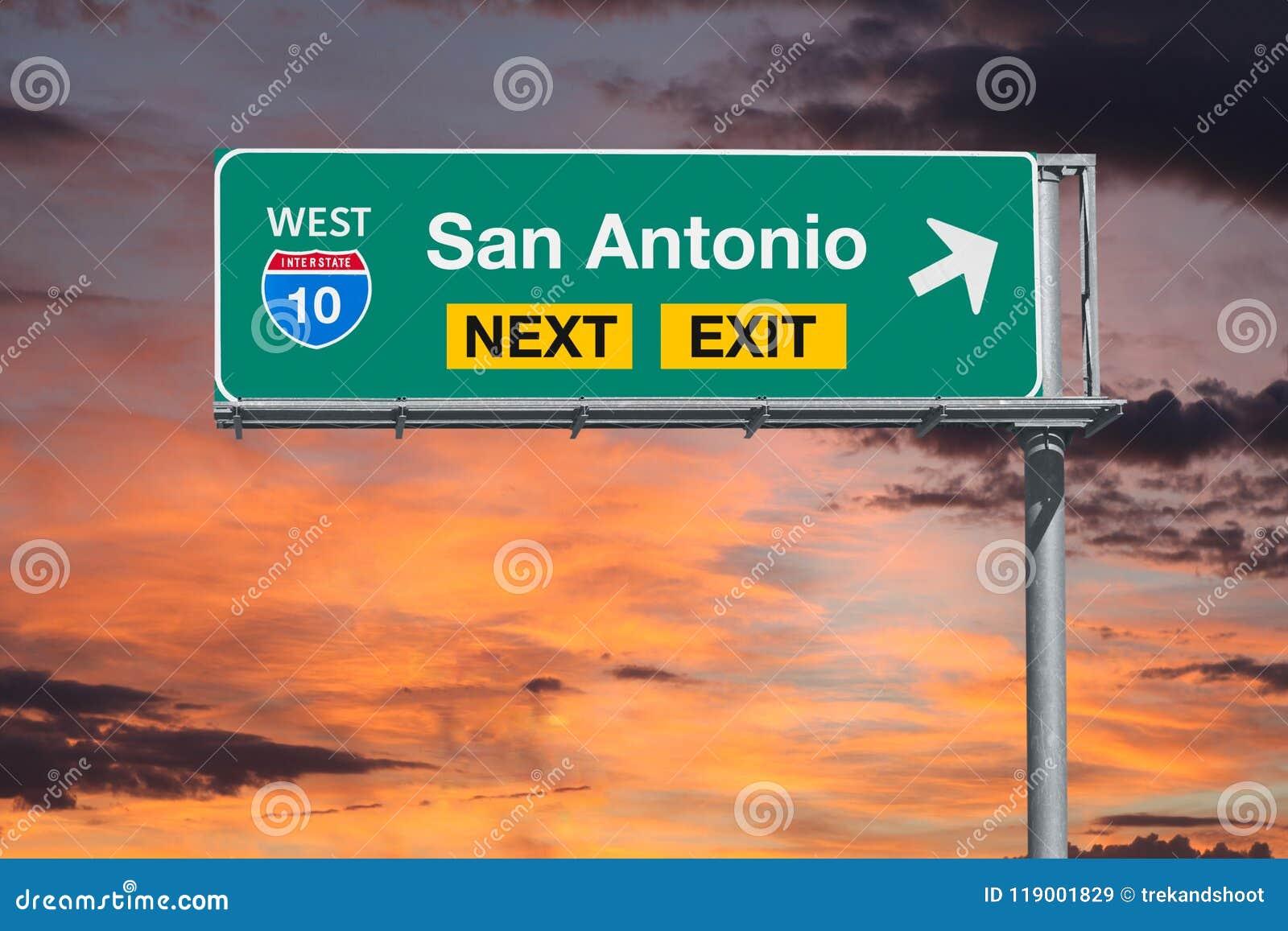 Sinal seguinte da saída da autoestrada de San Antonio Texas Route 10 com por do sol SK