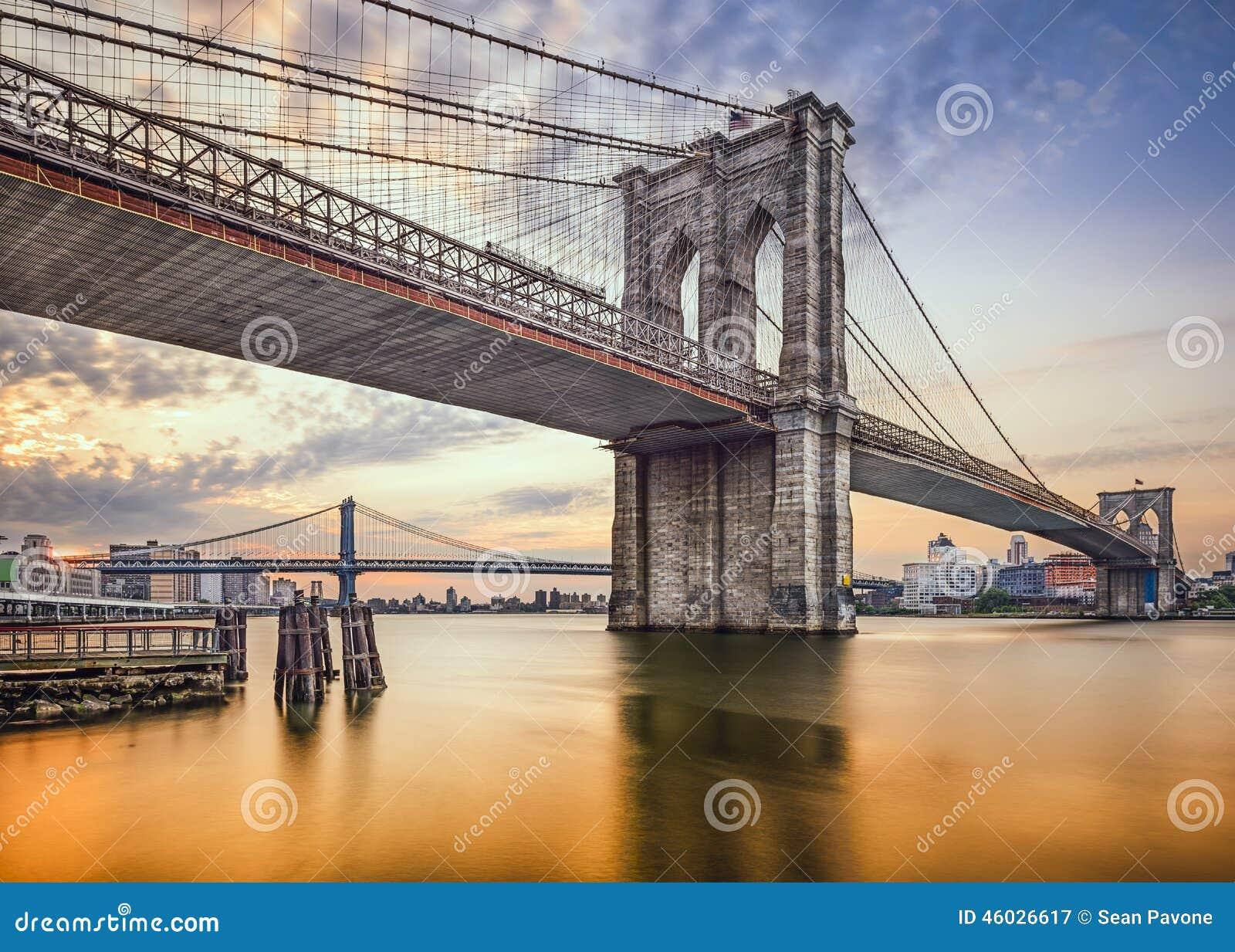 Sinal, tijolos, perto da ponte de Brooklyn