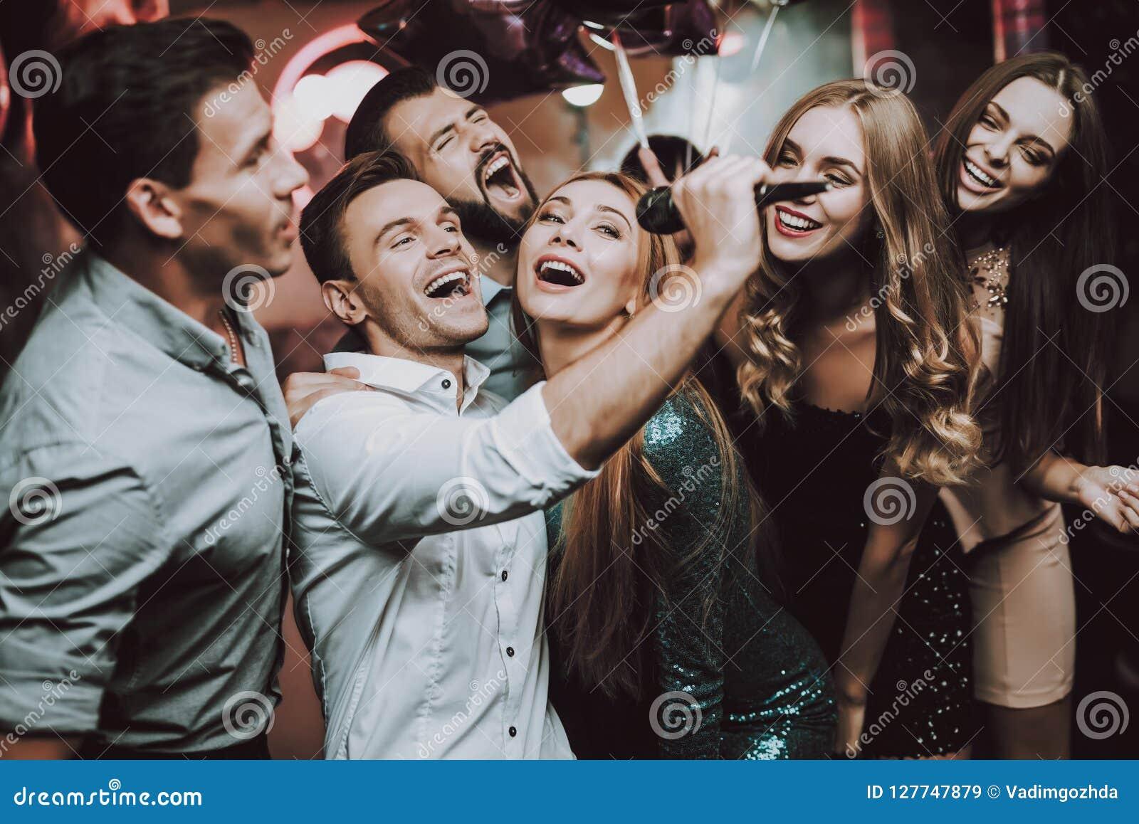 Танцы для мужчин в клубе эротические фотографии звезд шоу бизнеса