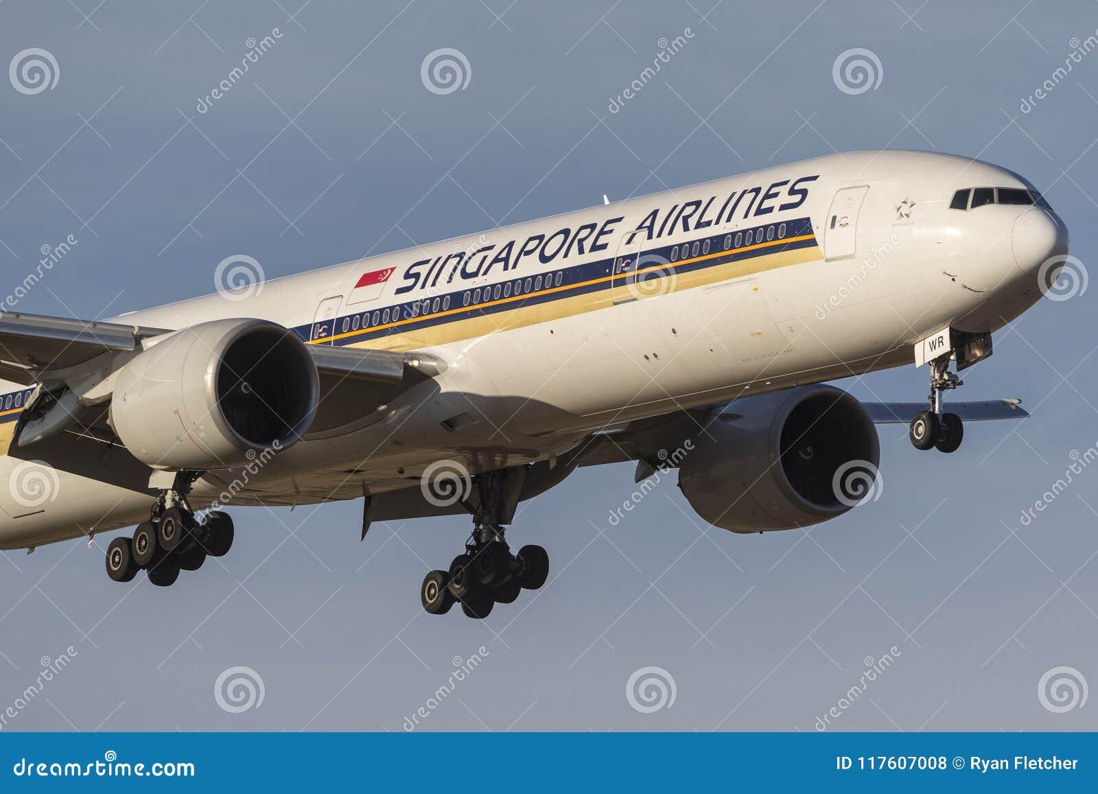 Singapore Airlines Boeing 777-300 777-312/ER 9V-SWR na podejściu ziemia przy Melbourne lotniskiem międzynarodowym samolot