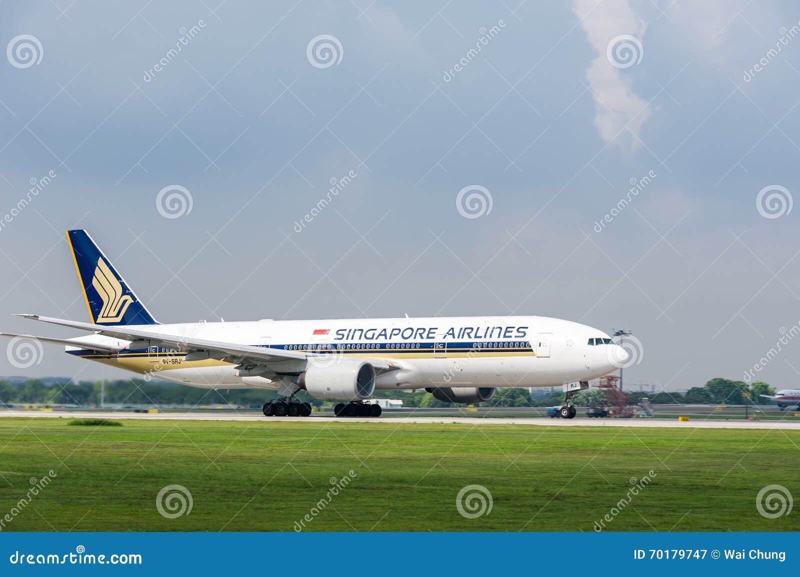 Singapore Airlines hyvlar på landningsbana