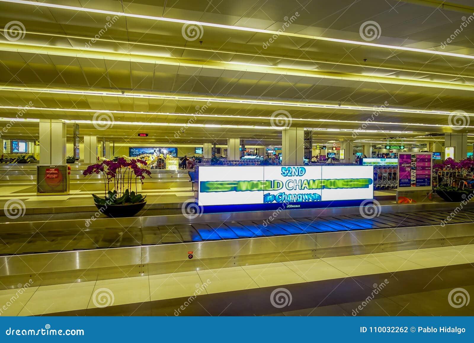 SINGAPORE, SINGAPORE - JANUARI 30 2018: Binnenvieww van bagagebandgebied van Changi Luchthaven De Luchthaven van Singapore Changi