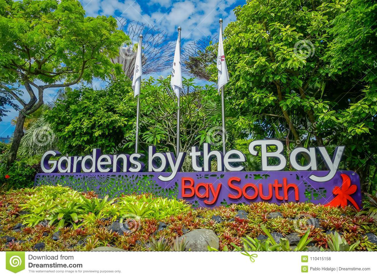SINGAPORE, SINGAPORE   JANUARY 30, 2018: Informative Sign In Day View Of  Entrance To Gardens By The Bay In Singapore. Sculpture, River.