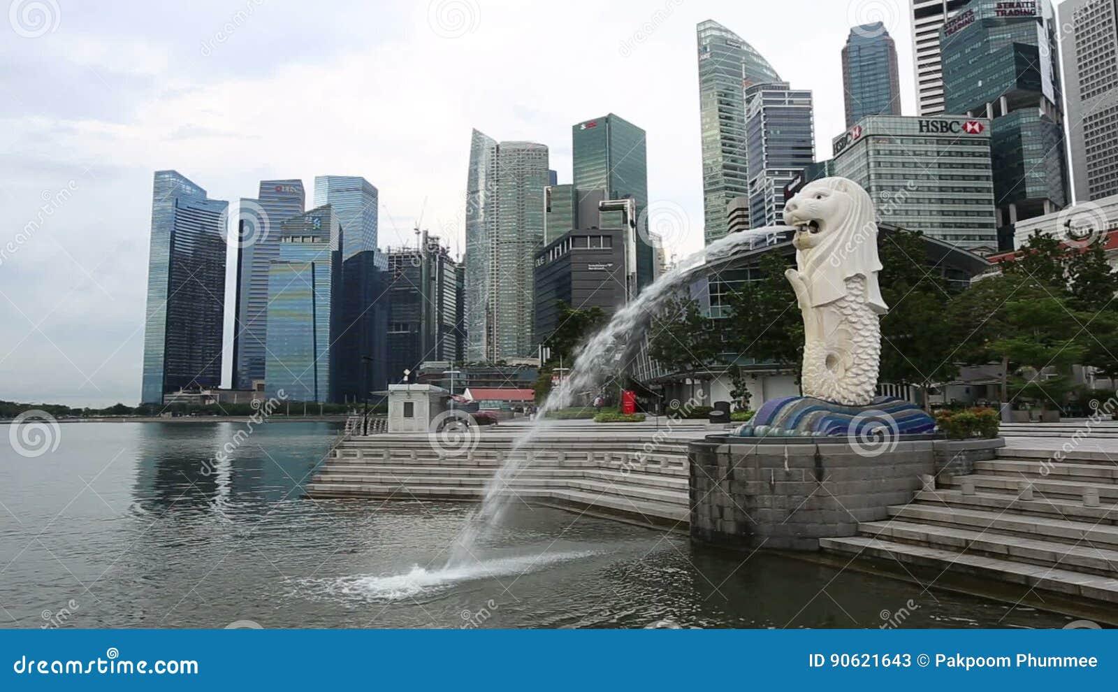 Singapore Merlion parkerar Merlionen är en mytisk varelse med huvudet av ett lejon stock video