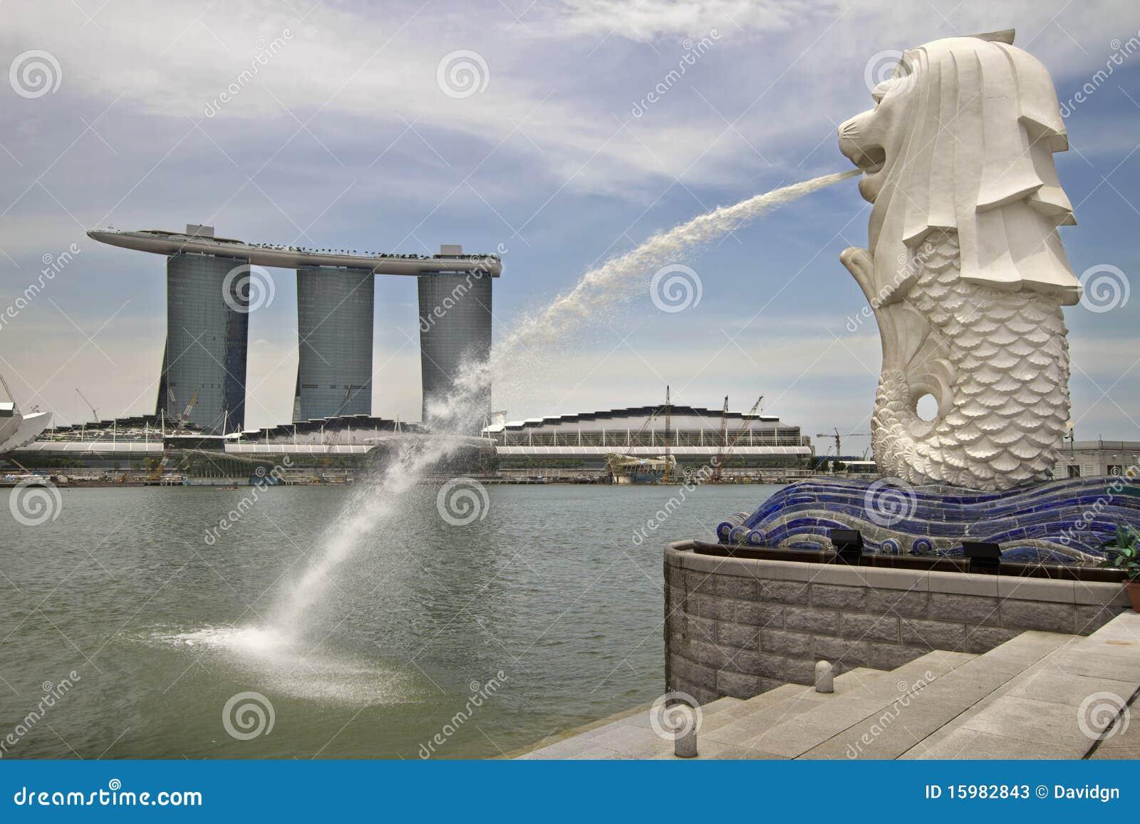 Merlion Statue - Landmark of Singapore | Photo