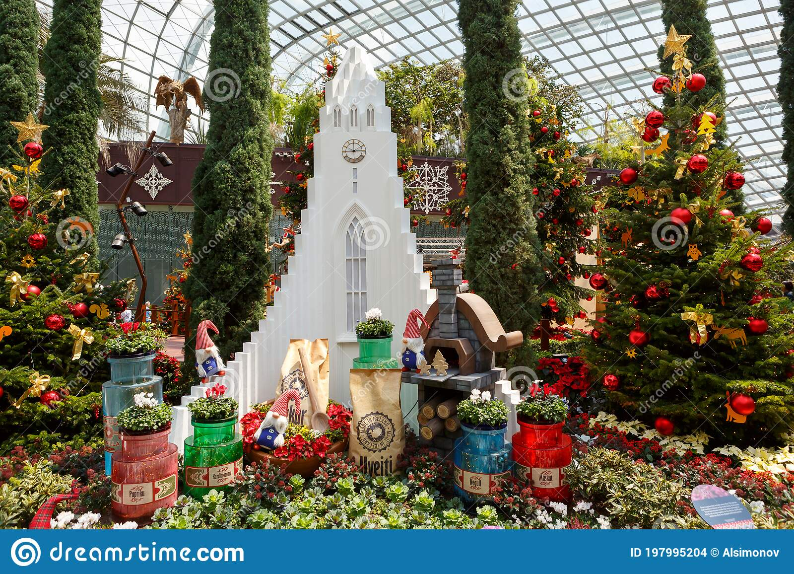 Singapore Singapore November 25 2019 Gardens By The Bay Flower Dome Beautiful Christmas Decorations Editorial Stock Image Image Of Beautiful Happy 197995204