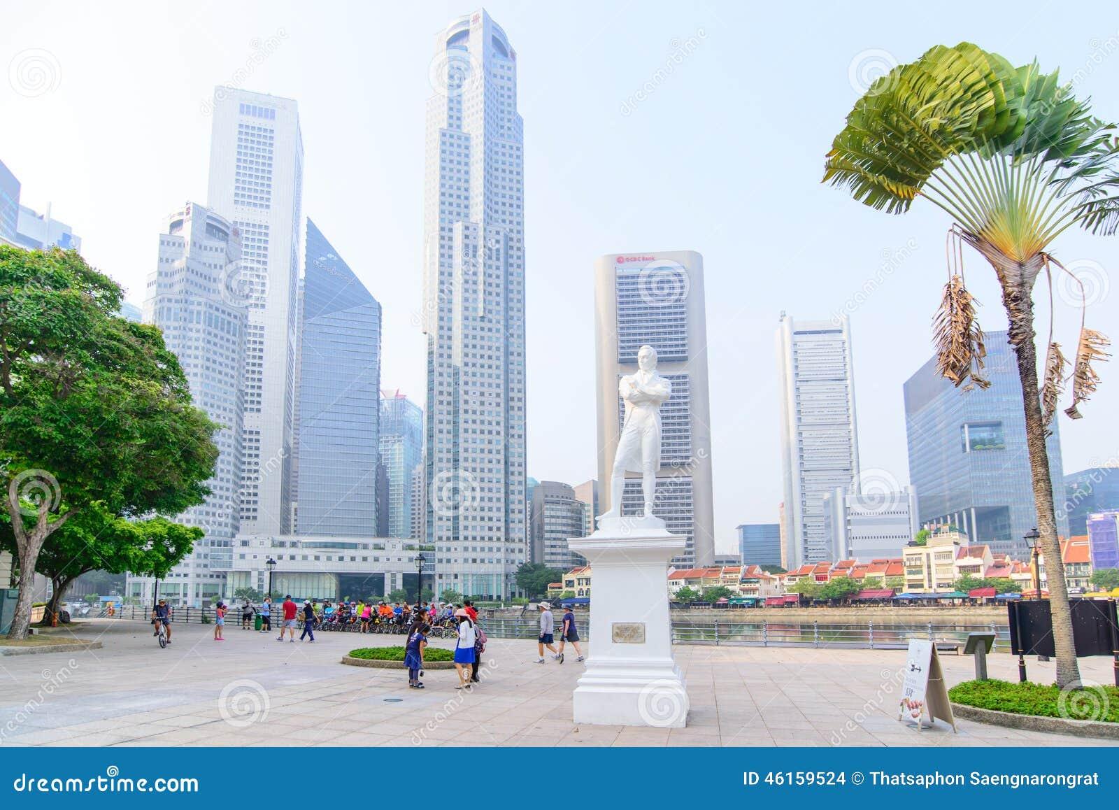 Singapore-OCT 19, 2014: Standbeeld van Sir Tomas Stamford Raffles-verstand