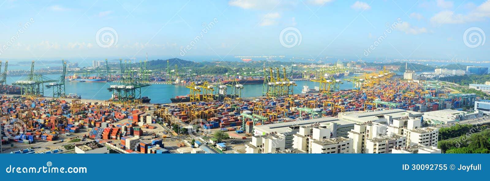 De haven van Singapore