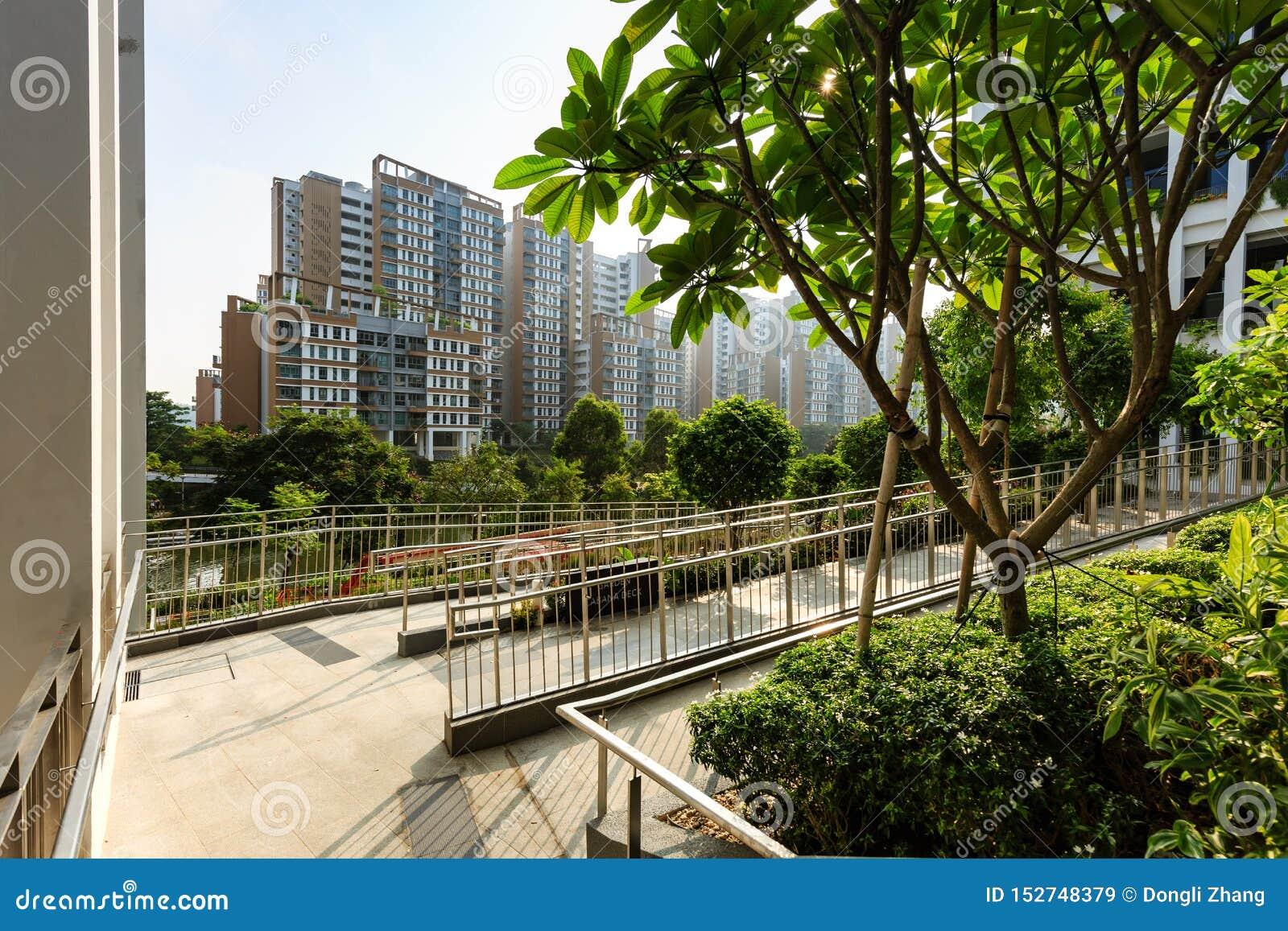 SINGAPUR 23 DE MARZO DE 2019: Fachada del centro y de la policlínico de la vecindad de Singapur del edificio de la terraza del oa