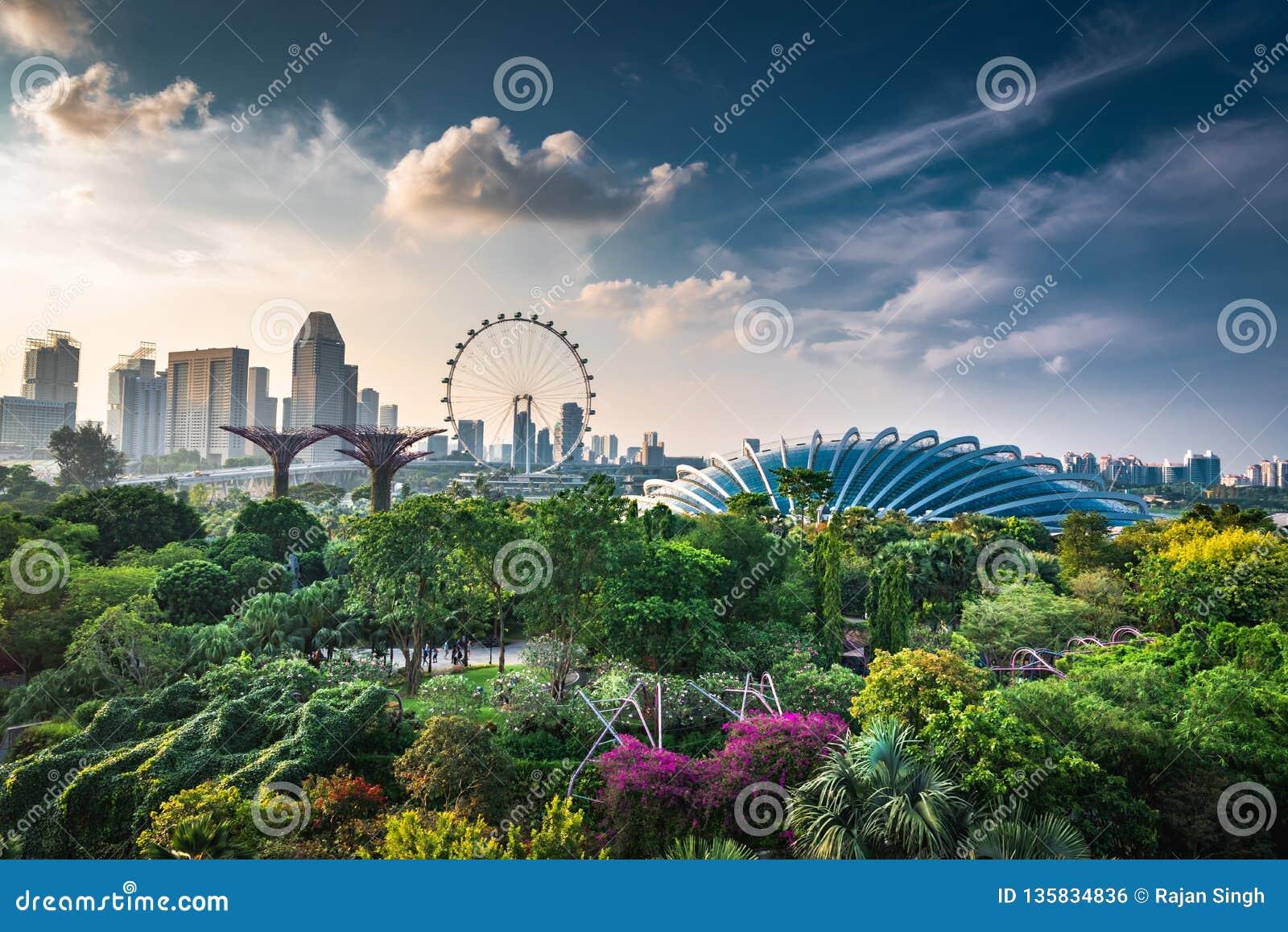 Singapur linia horyzontu wieczór