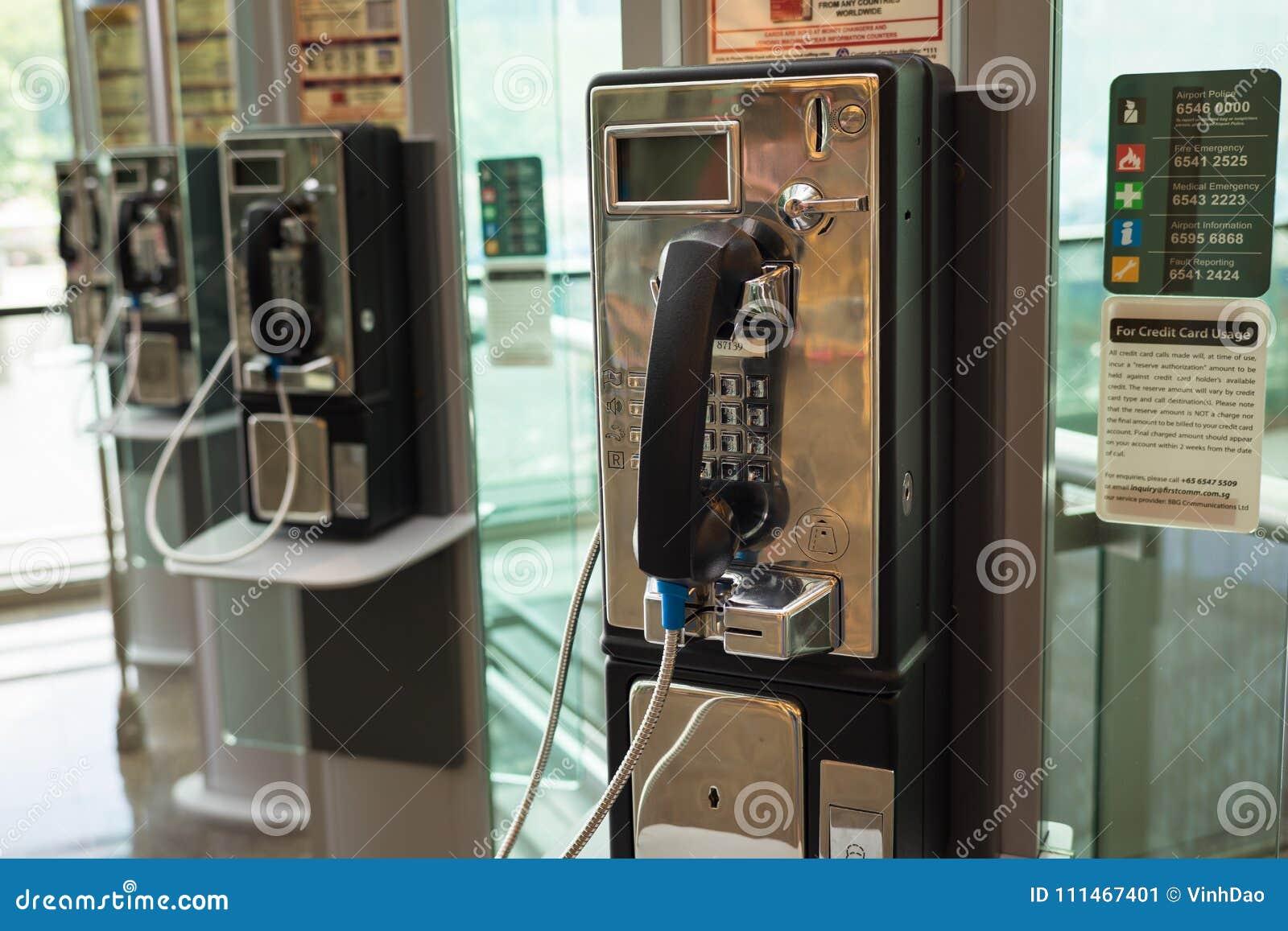 Singapur - 2. Mai 2016: Allgemeines Telefon an Changi-Flughafen, Singapur