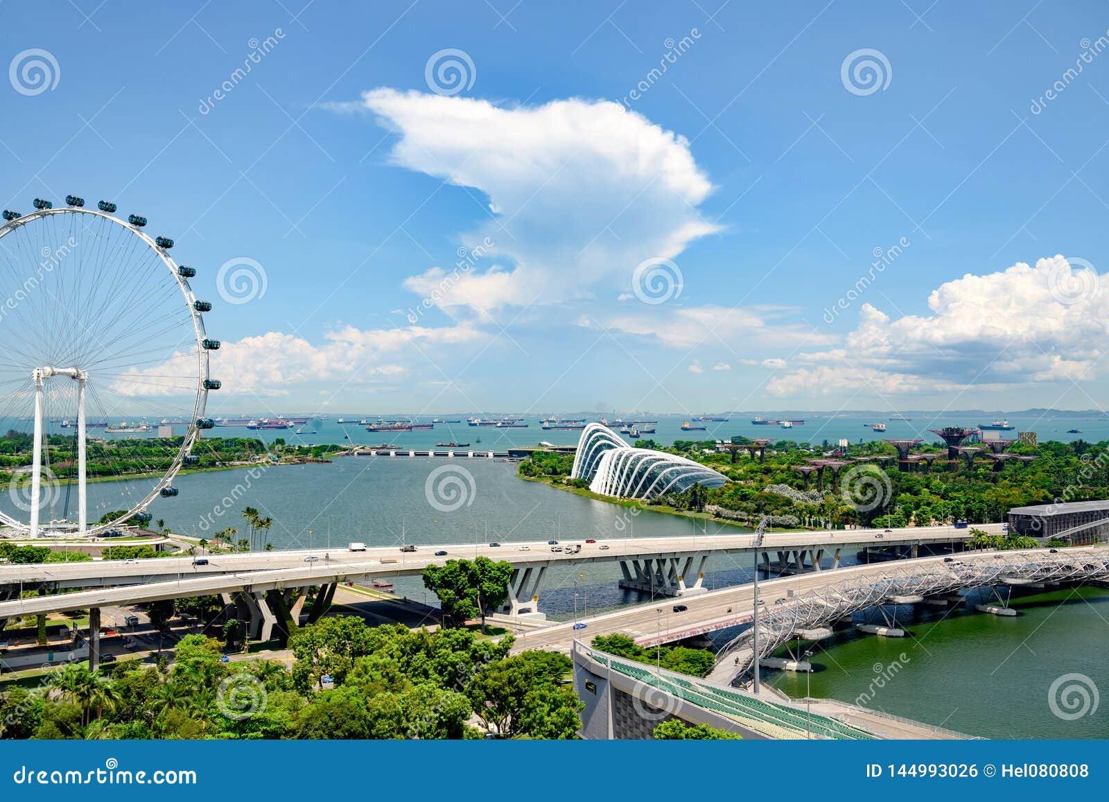 Singapur, Marina Bay, Vogelperspektive mit Singapur Fleyer und G?rten durch die Bucht Garten in der Stadt von Singapur mit Supert