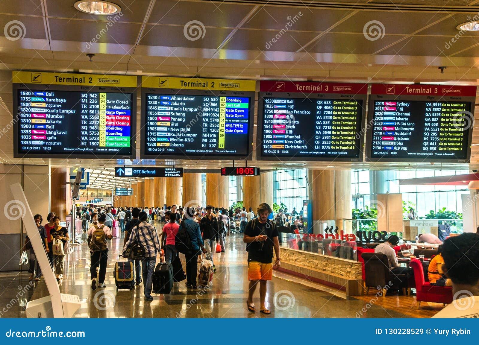 SINGAPUR - 08 OCT, 2013: Singapur Changi lotniska ternimal 2 d