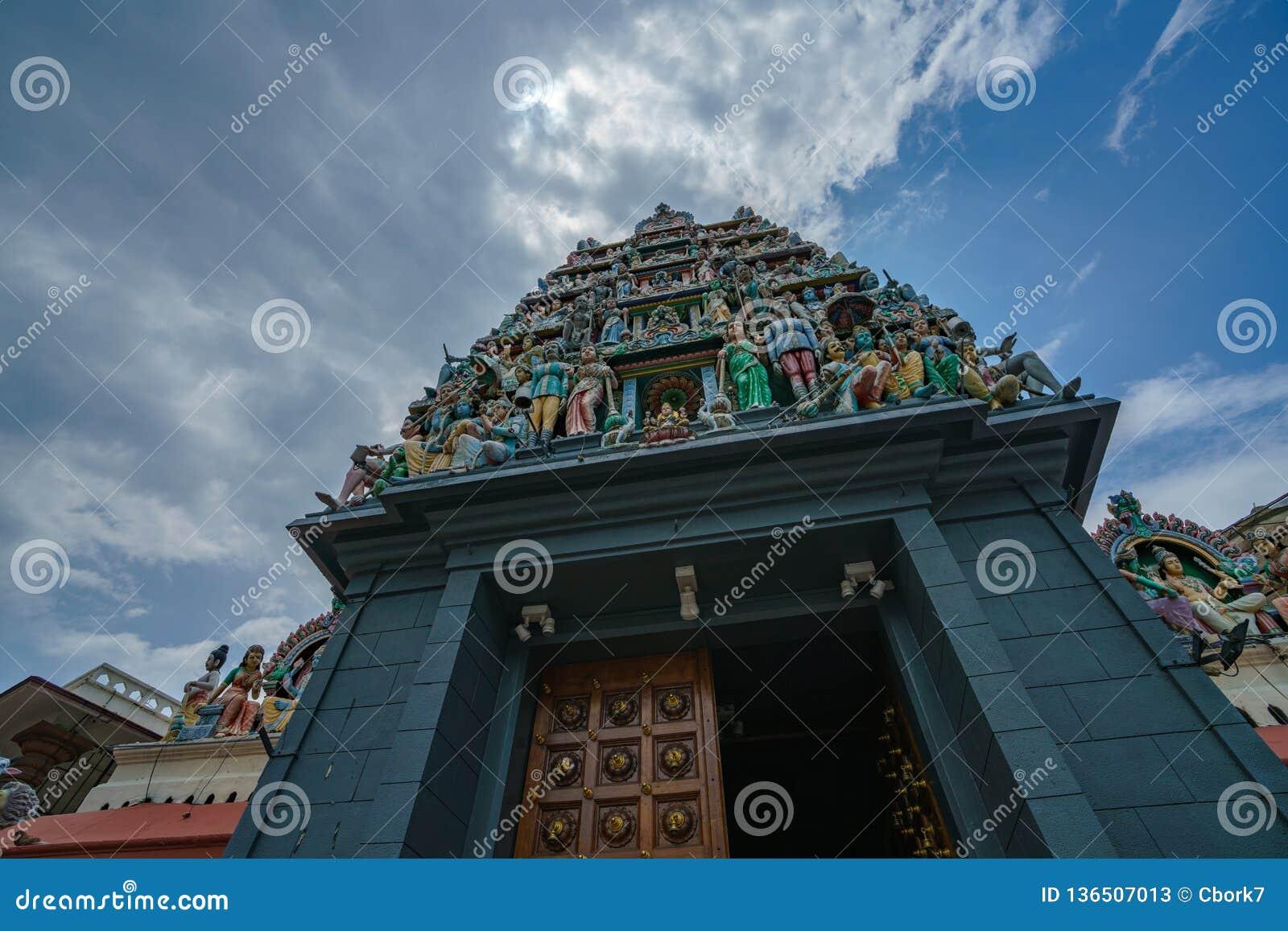 Singapur, Październik - 16, 2018: hinduskiej świątyni sri mariamman nazwana świątynia