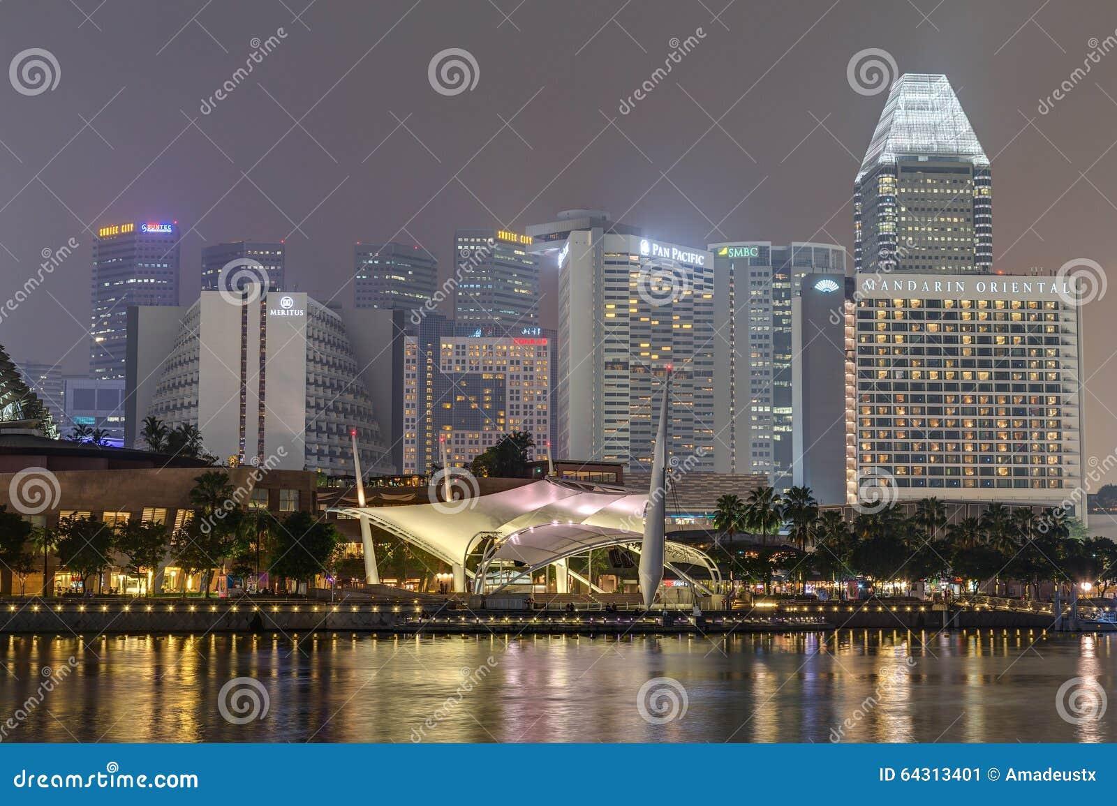 """SINGAPUR, SINGAPUR - CIRCA SEPTIEMBRE DE 2015: Teatros en la bahía, Singapur del †de la explanada """""""