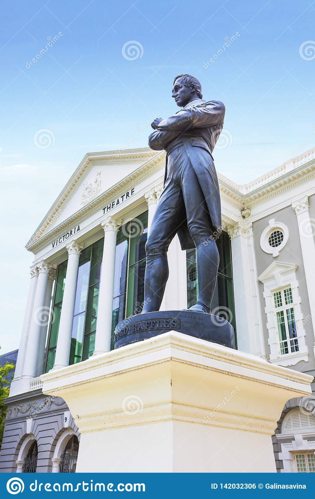 Singapur, sir Stamford Raffles statuę