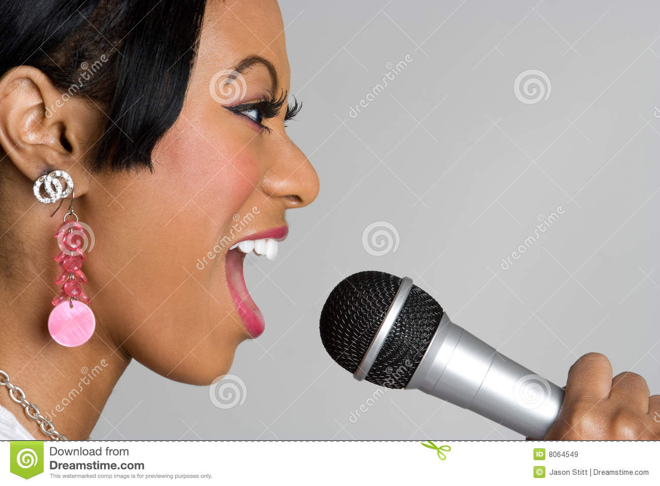 Blackwomen girl singing with