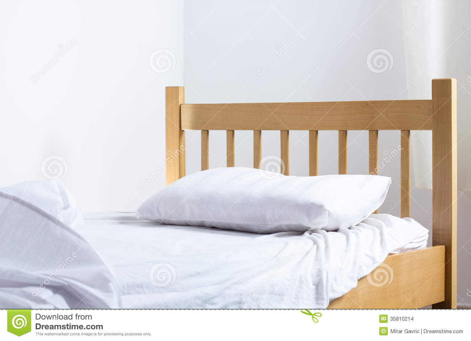 Single Bed Bedroom : single-bed-bedroom-empty-35810214.jpg