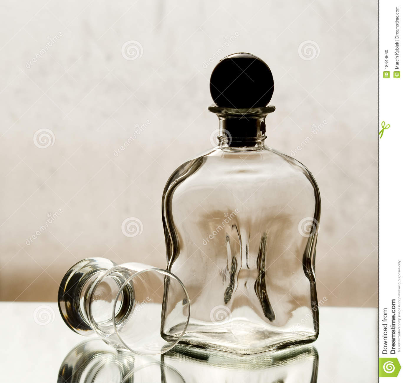 dating bottle glass Key to table fields : base mark  the glass works mould and number identification on the base of each bottle, these marks can be used to identify and date the bottles.