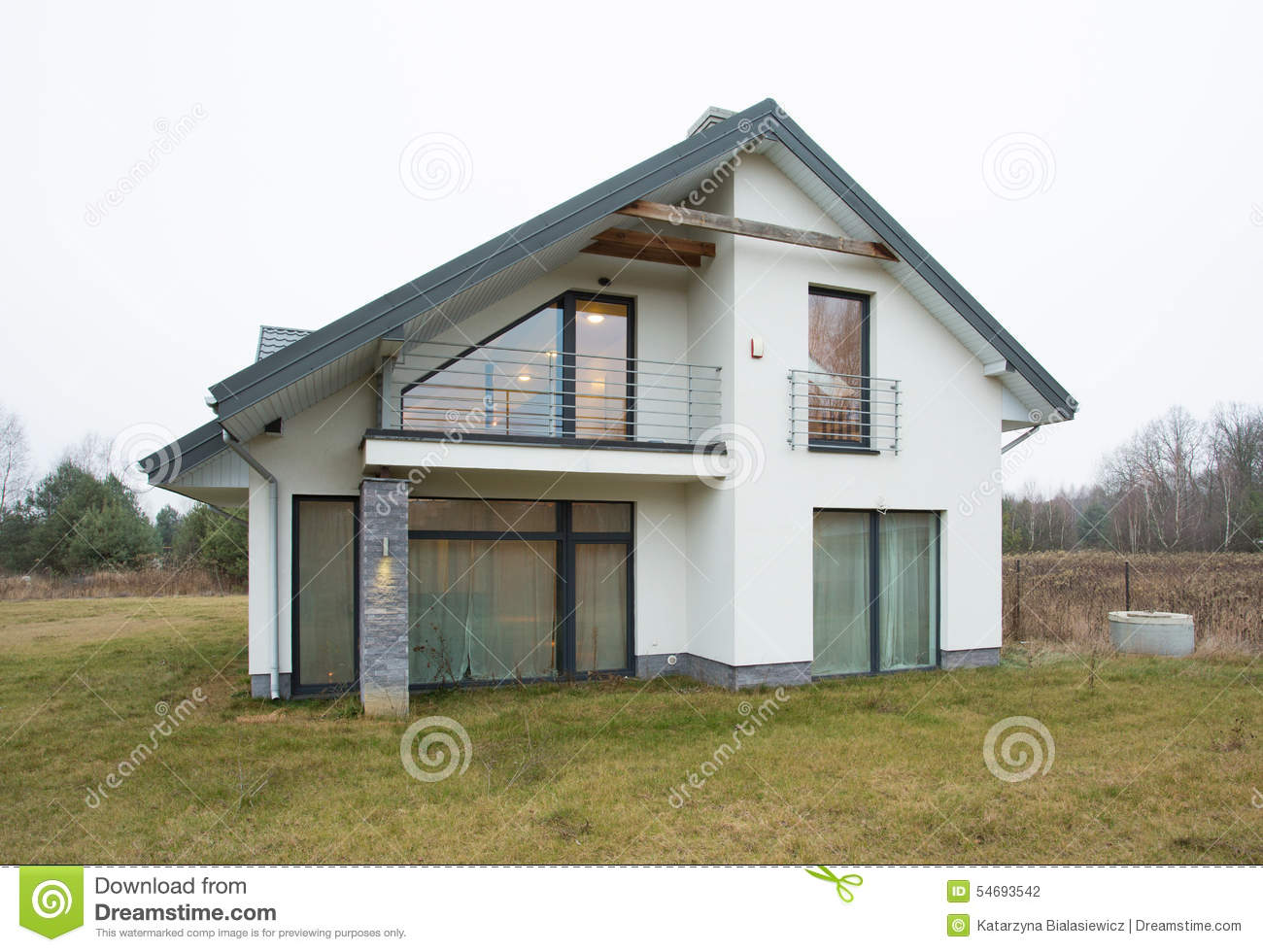 single dwelling family A detached single-family home has no common walls and is built on its own parcel of land townhouses generally have less front and backyard square footage than detached single-family homes.