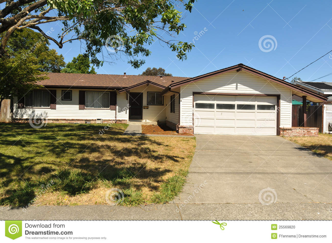 Single Story Family House With Driveway Stock Photo Image 25569820