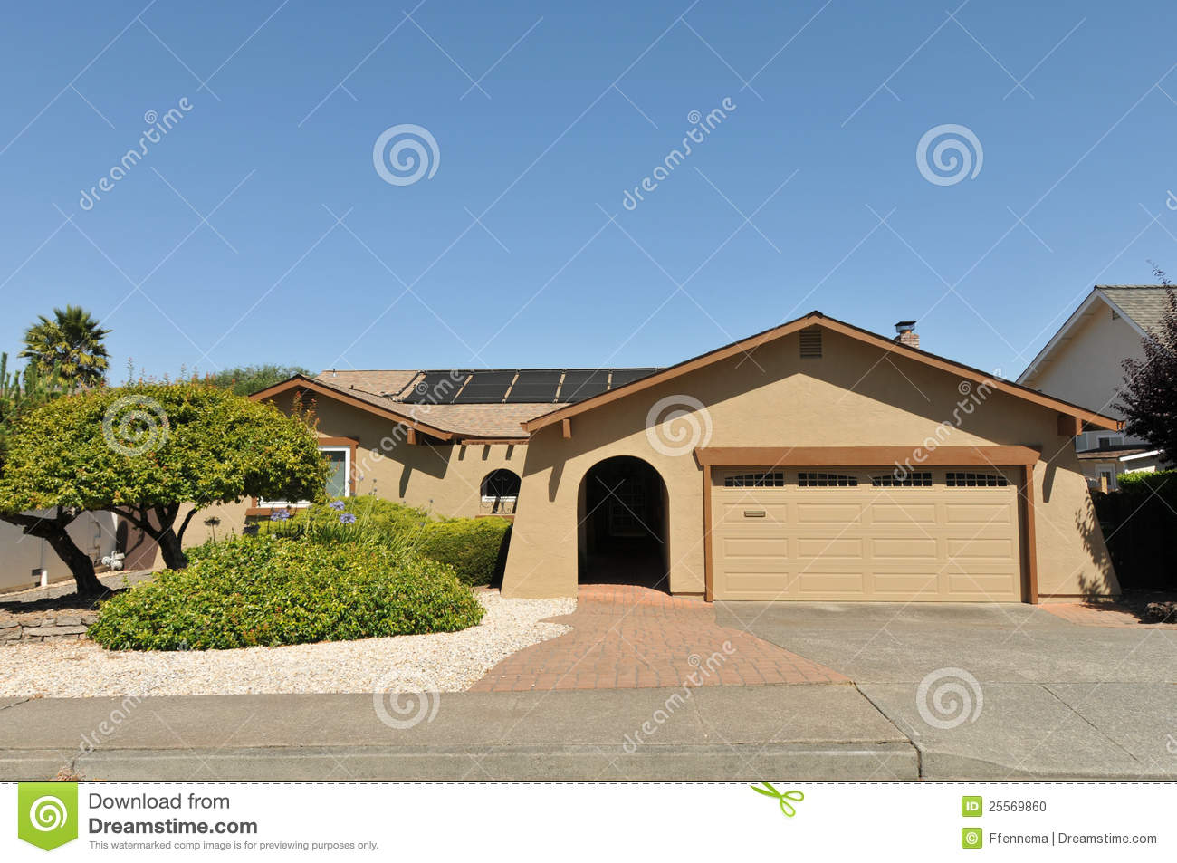 Single Story Family House With Driveway Stock Photo Image 25569860