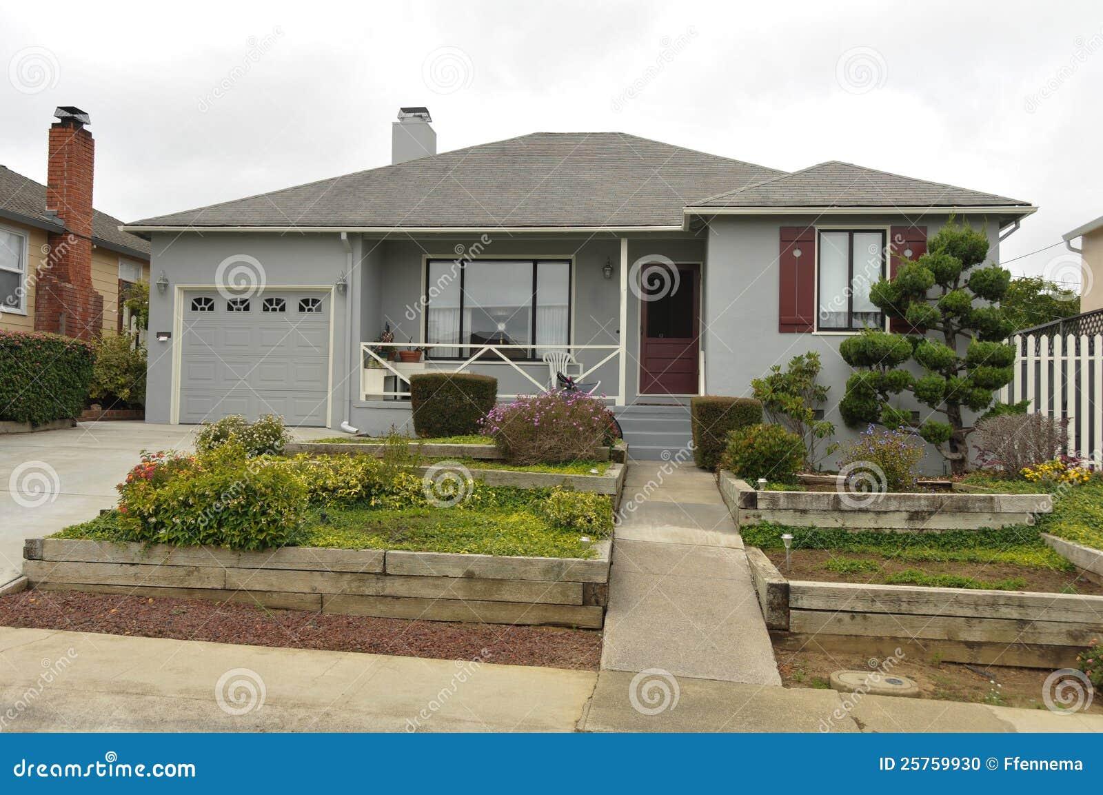 Single story family house with driveway stock photo image of class image 25759930 - Alzare casa di un piano costi ...