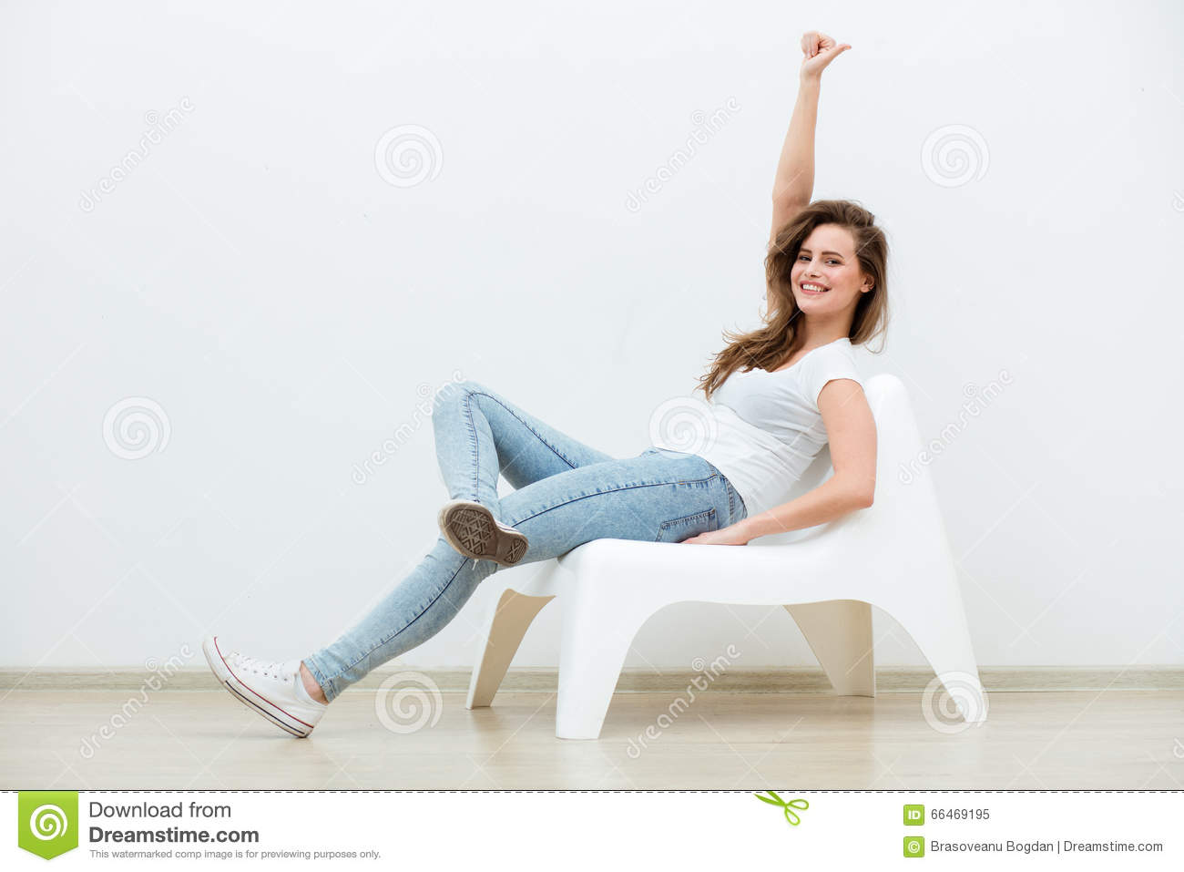 single and happy woman