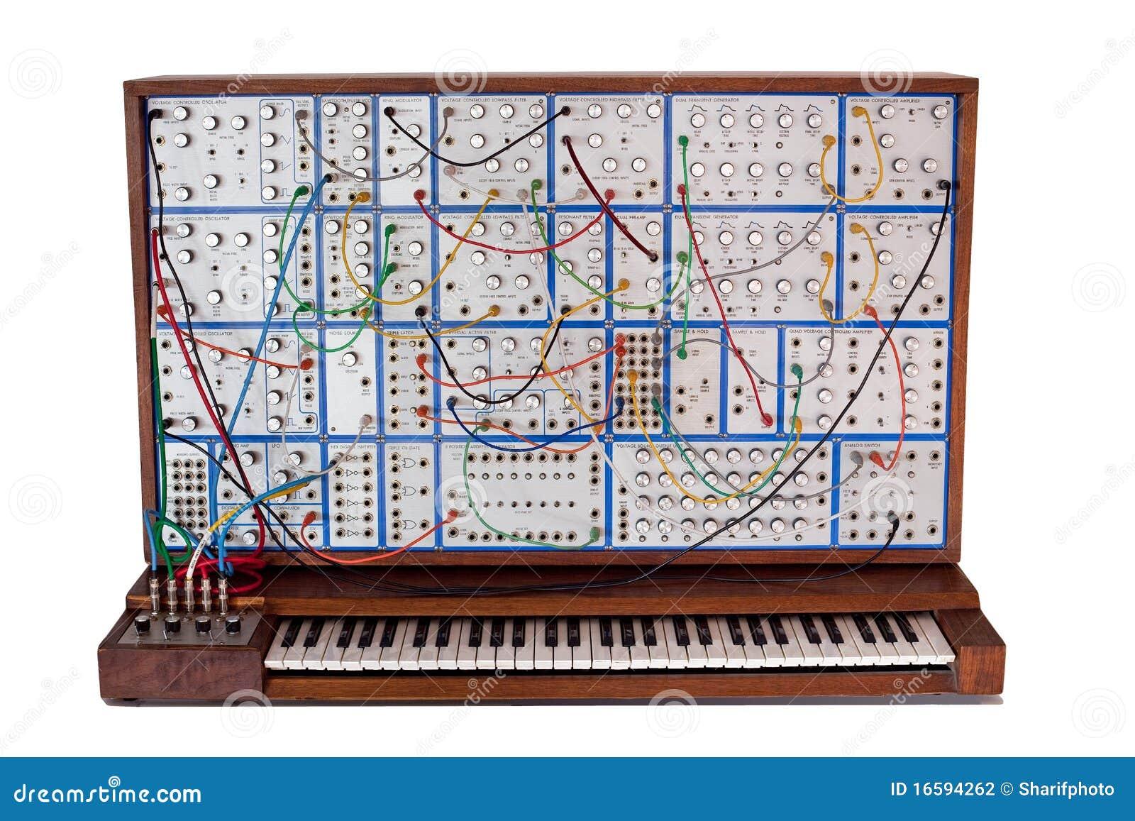 Sintetizador modular análogo do vintage com patchcords