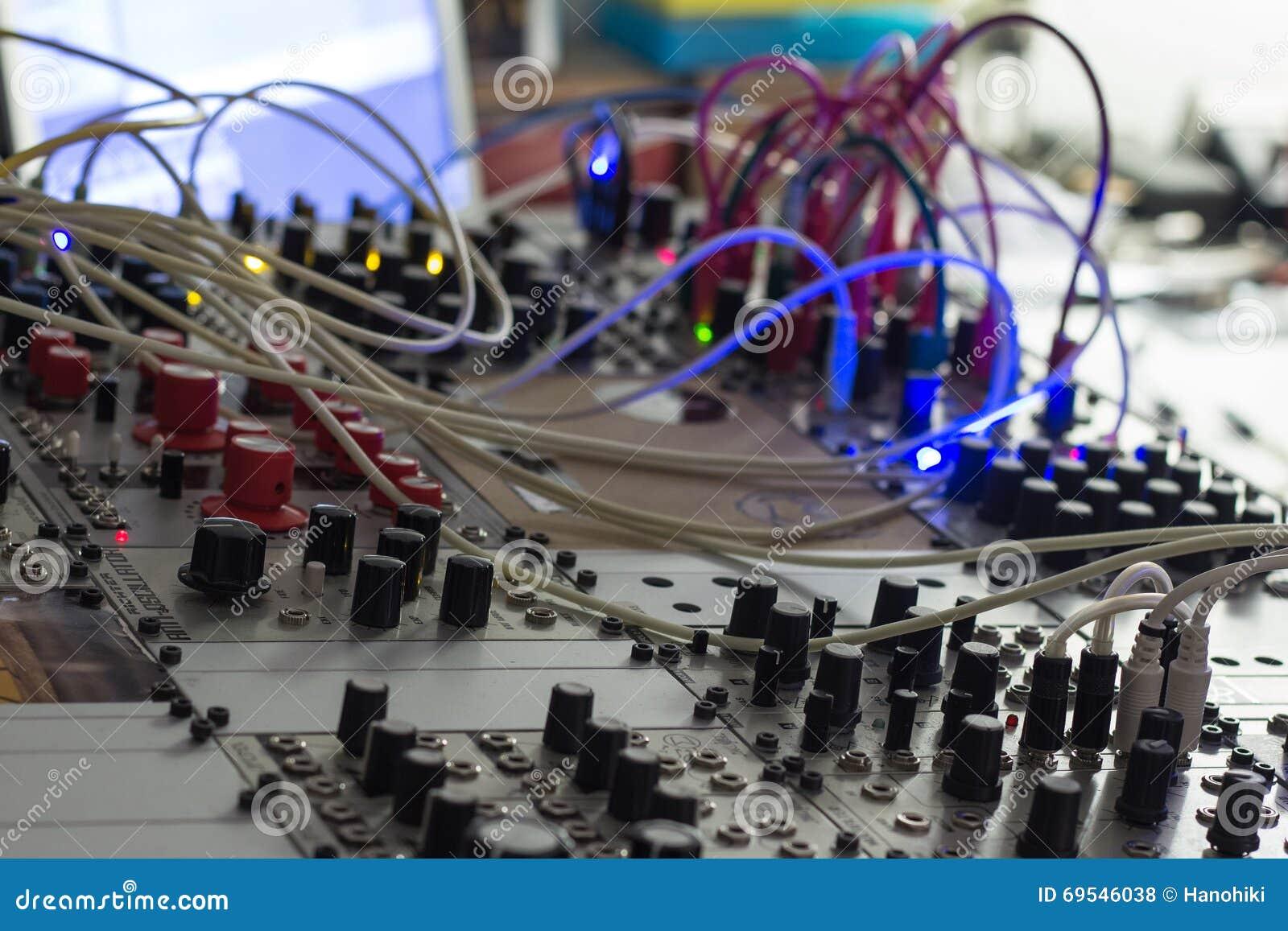Sintetizador modular, close up análogo do synth