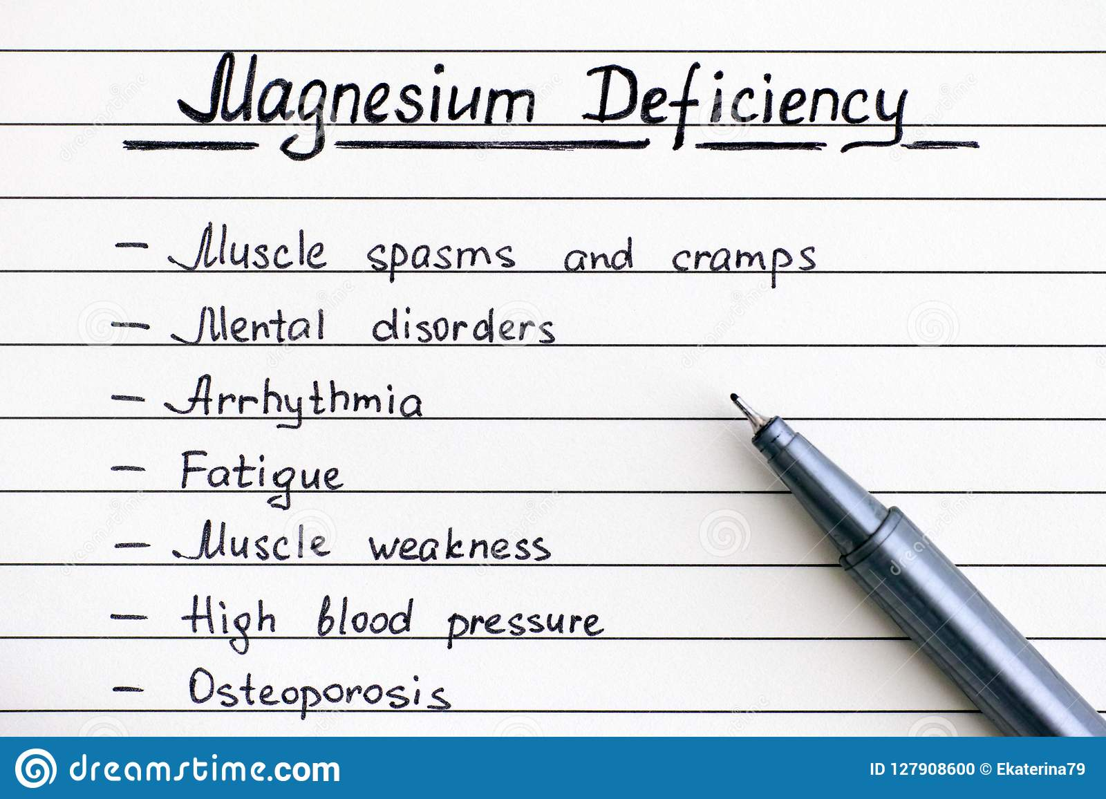 Sintomas da escrita da deficiência do magnésio na lista com pena