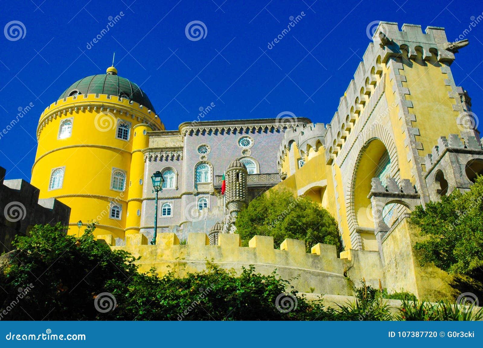 Sintra Pena pałac Krajowa fasada i Mauretańska brama, podróż Lisbon, Portugalia