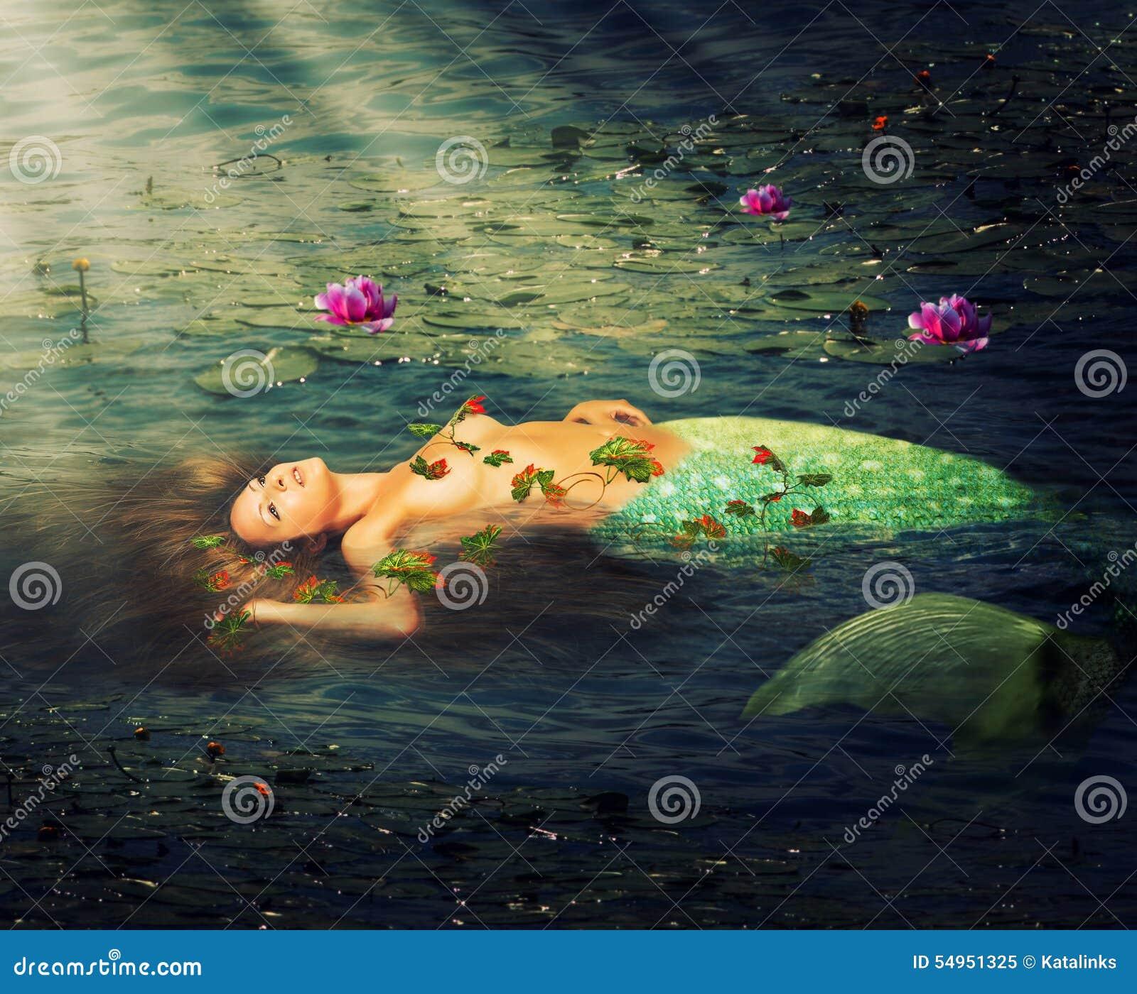 Sirena hermosa de la mujer