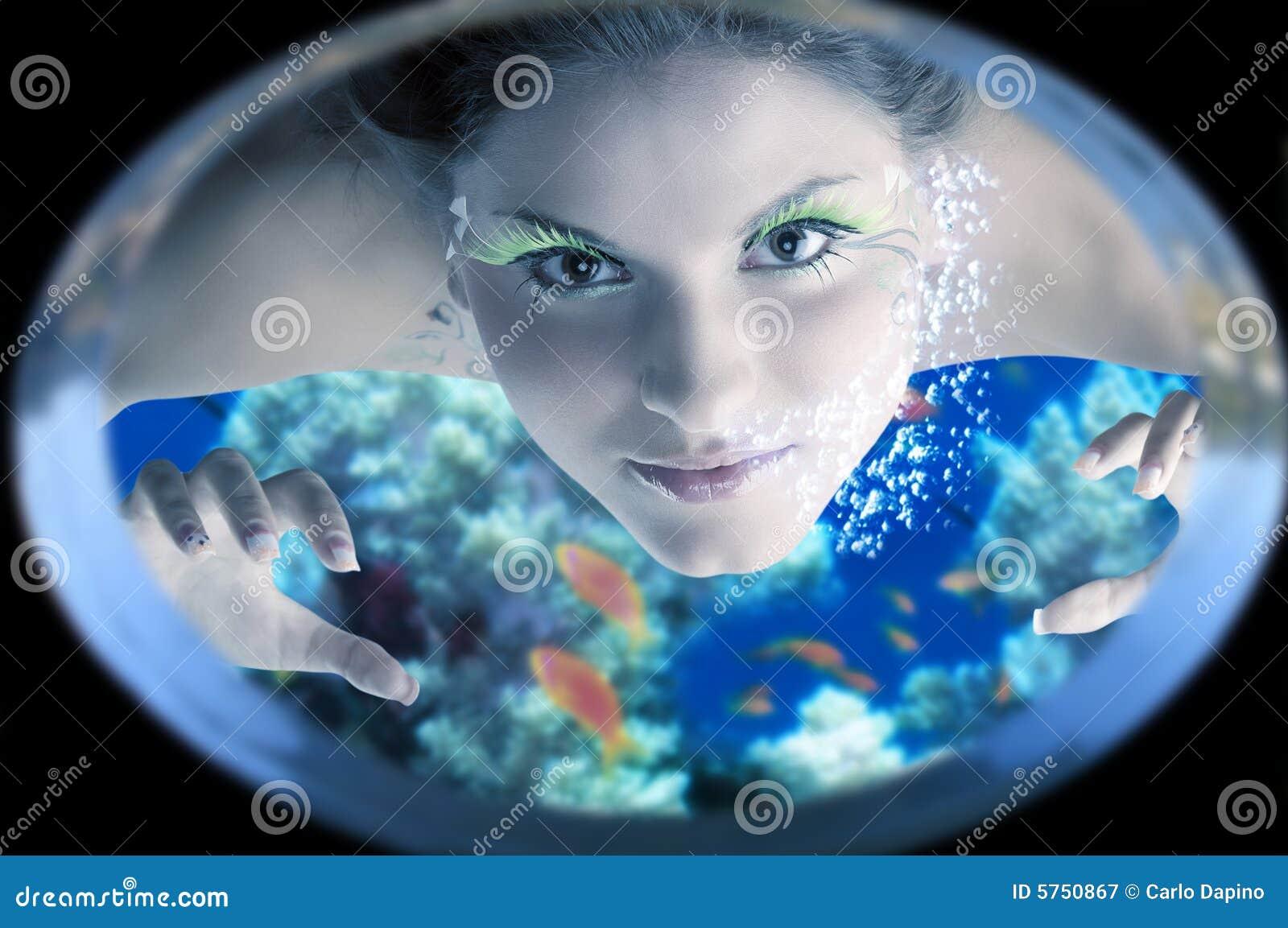 Sirena sotto acqua
