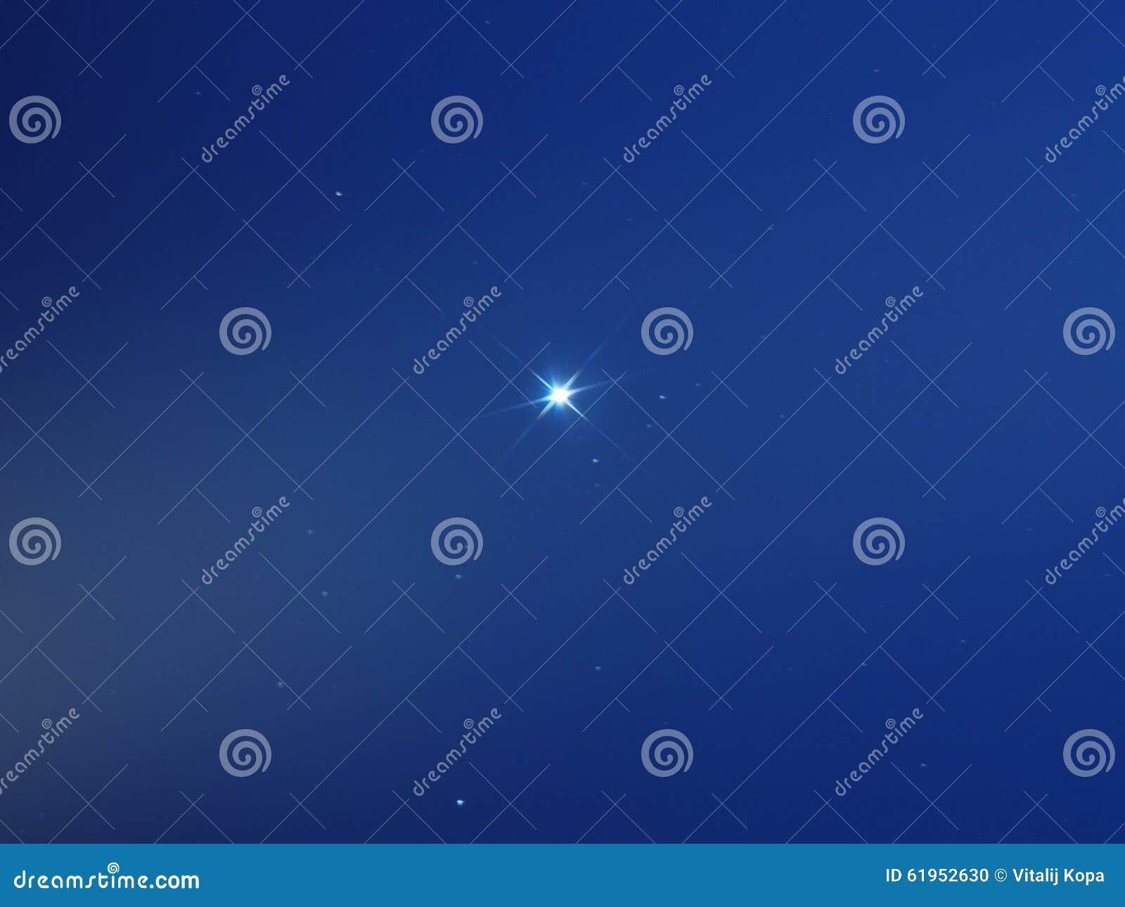 Sirius gwiazda w ranku niebieskim niebie