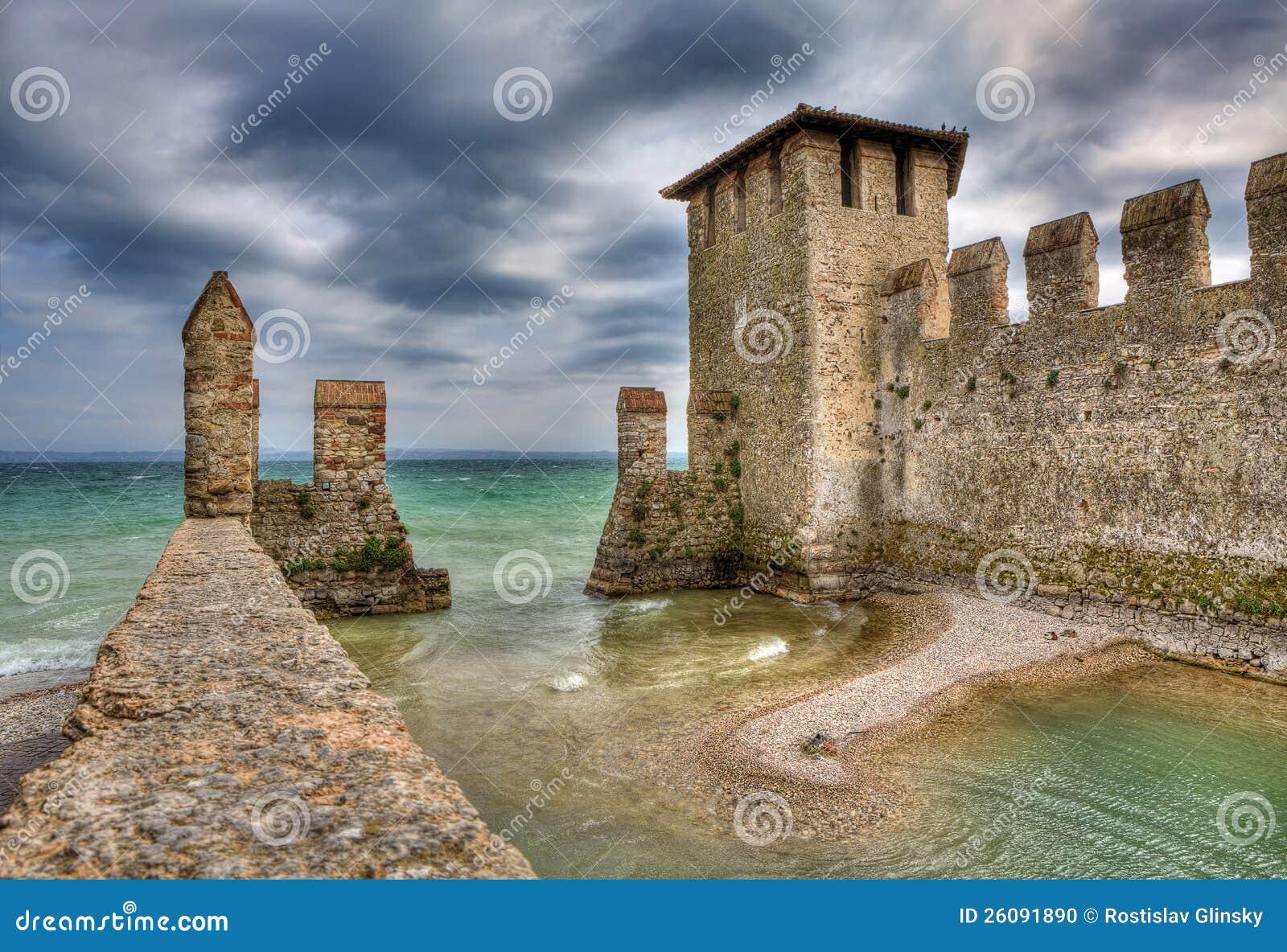 Sirmione城堡,意大利。