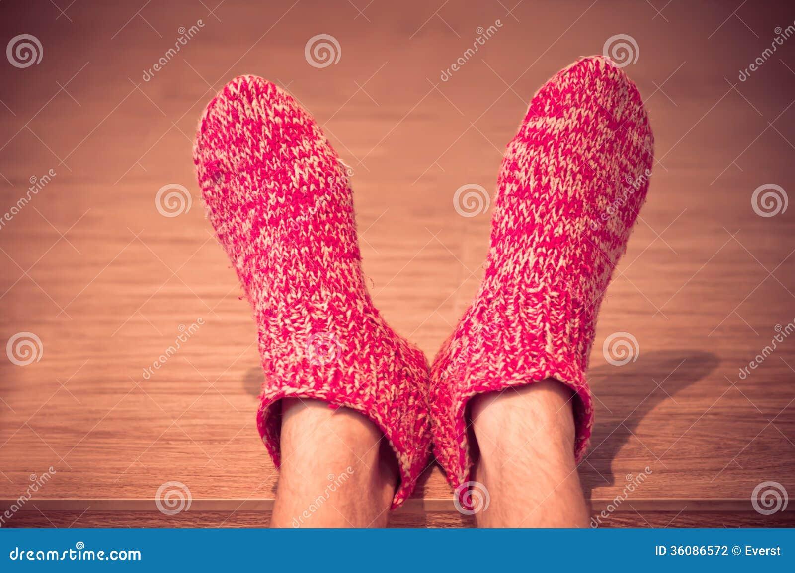 Sirva las piernas en invierno hecho punto varón rojo de la ropa de los calcetines de las lanas