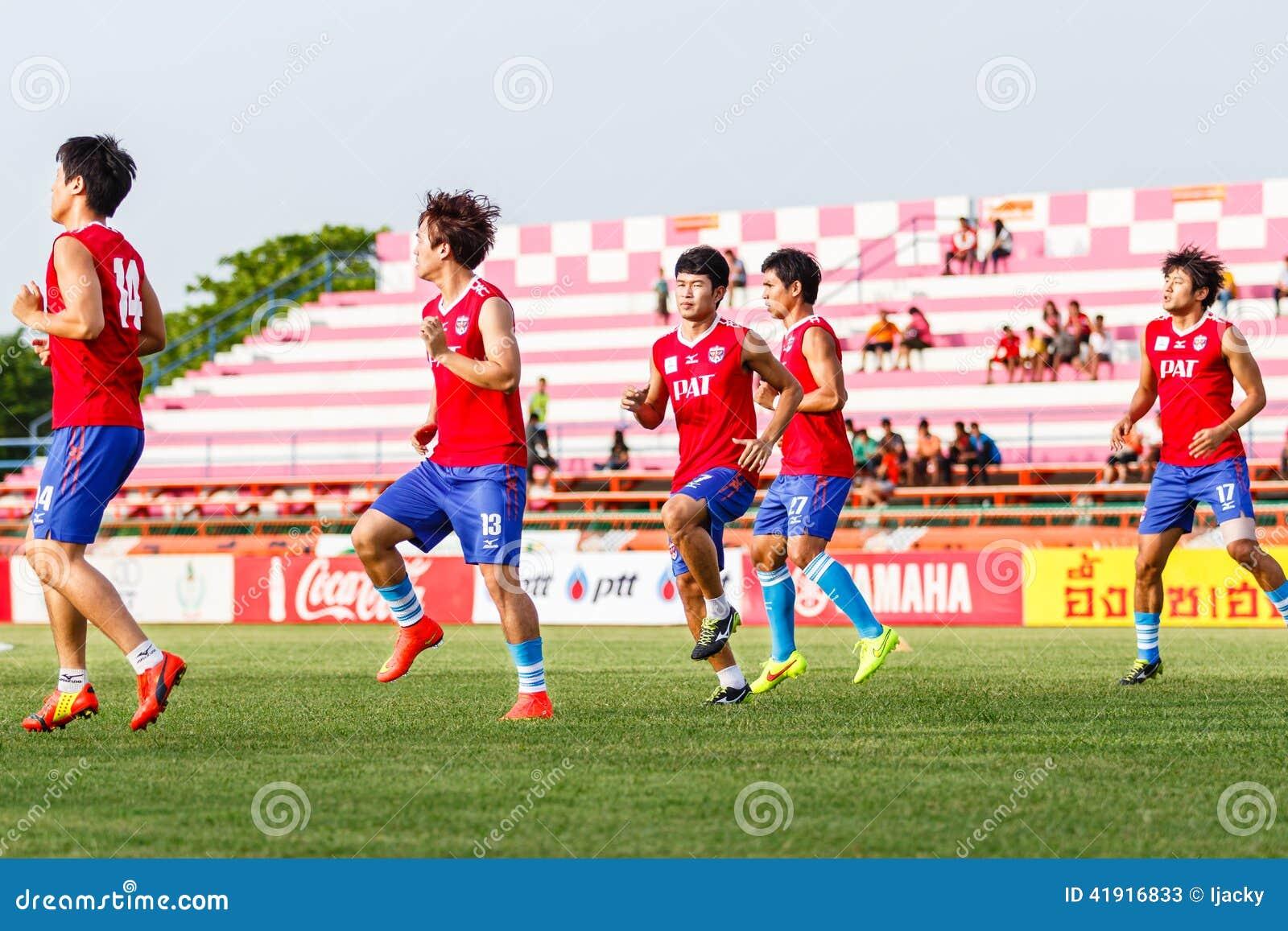 SISAKET TAILANDIA 21 DE JUNIO: Jugadores de Singhtarua FC