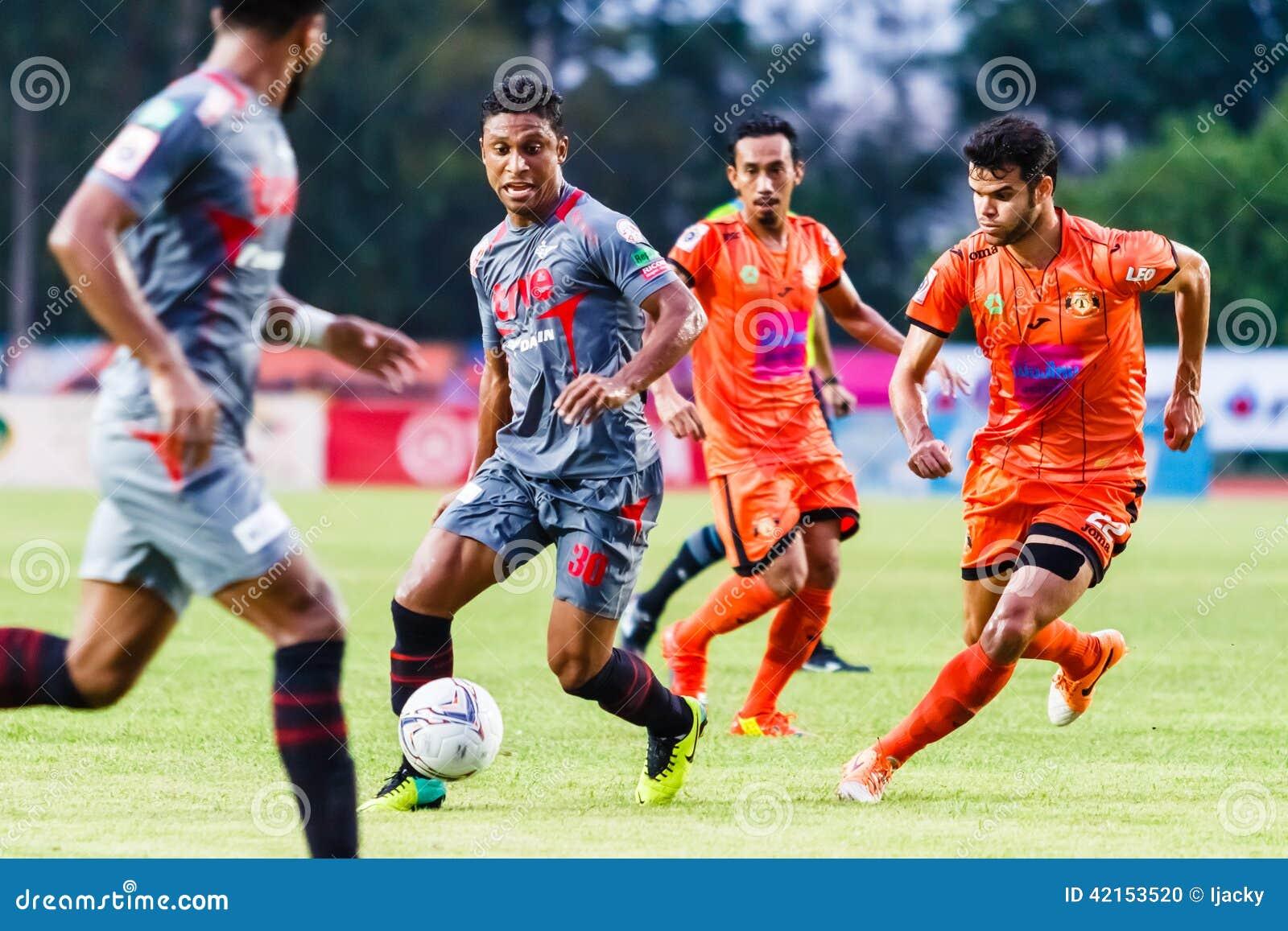 SISAKET THAILAND-JUNE 29: Leandro Tatu of Bangkok Utd. (grey)