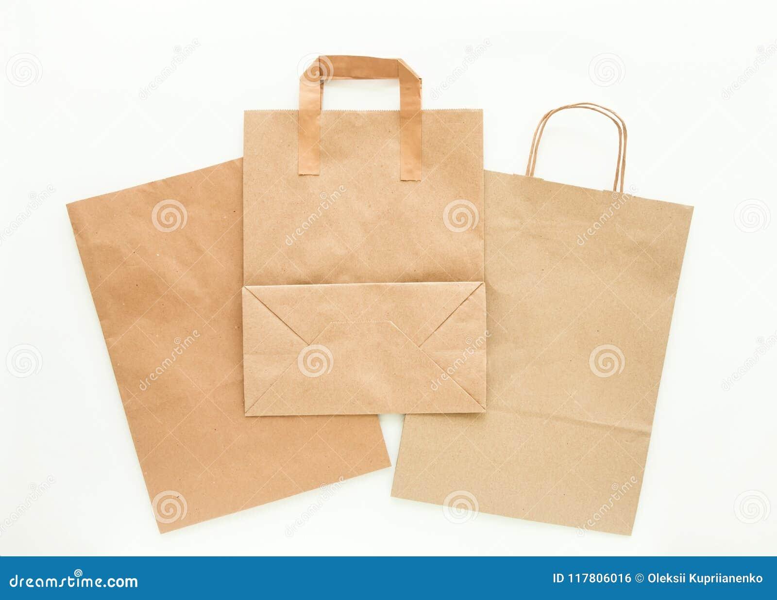 Sistema de bolsas de papel marrones del eco, preparado para reciclar Reduzca, reutilice y recicle el concepto Endecha plana
