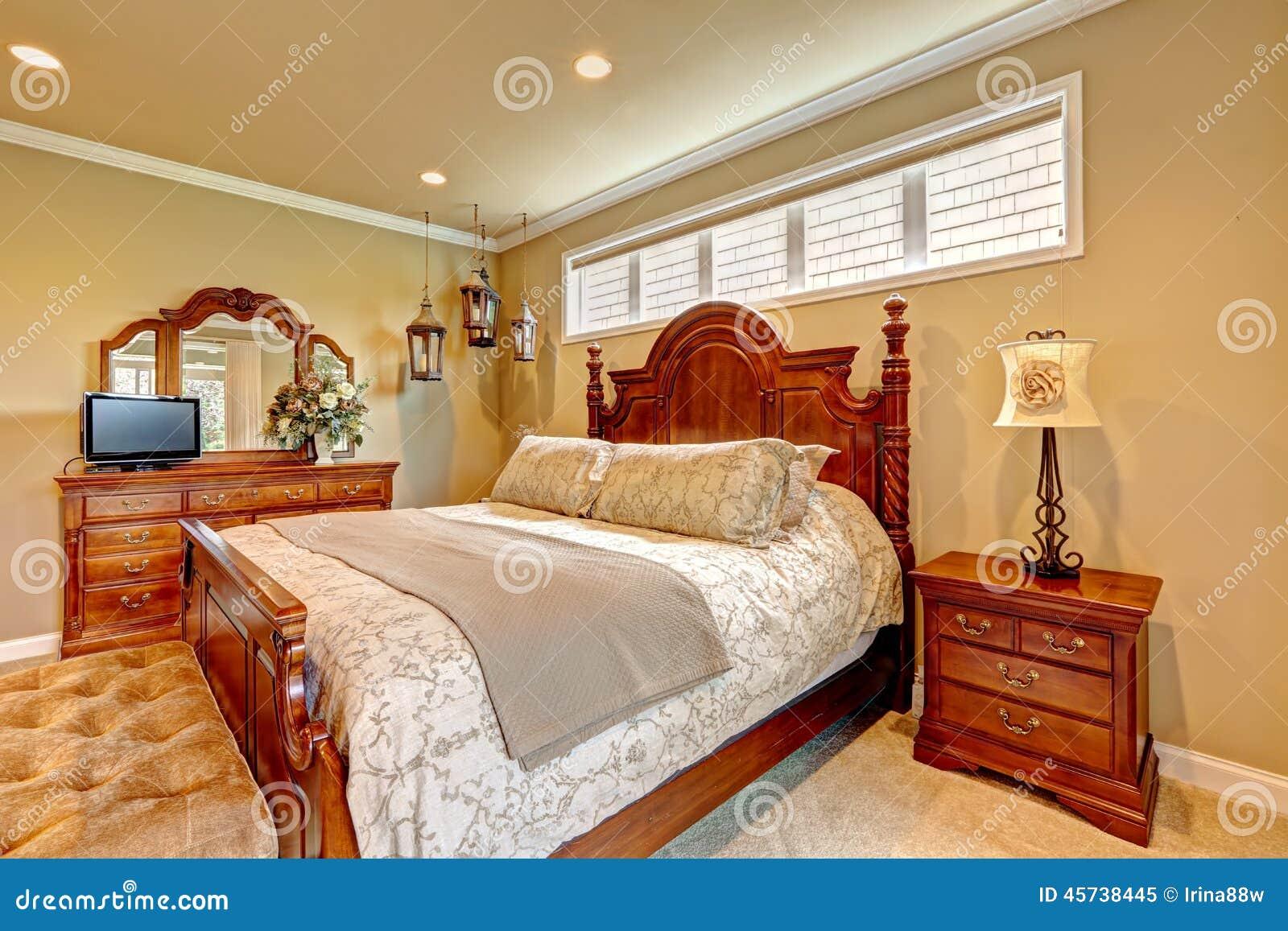 sistema de madera tallado dormitorio de lujo de los muebles foto de archivo libre de regalas