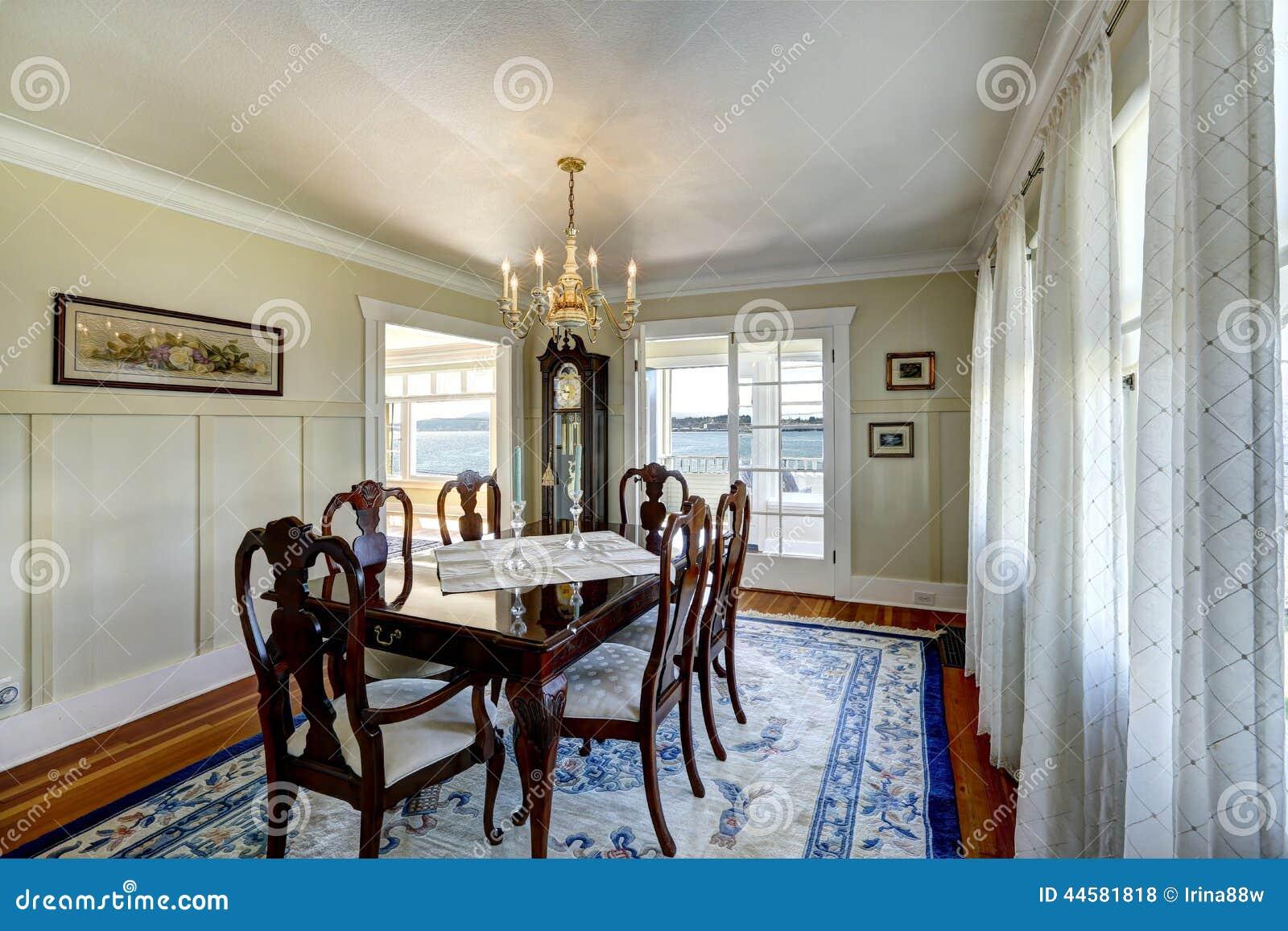 Sistema de madera tallado elegante de la mesa de comedor for Mesa de comedor elegante lamentable