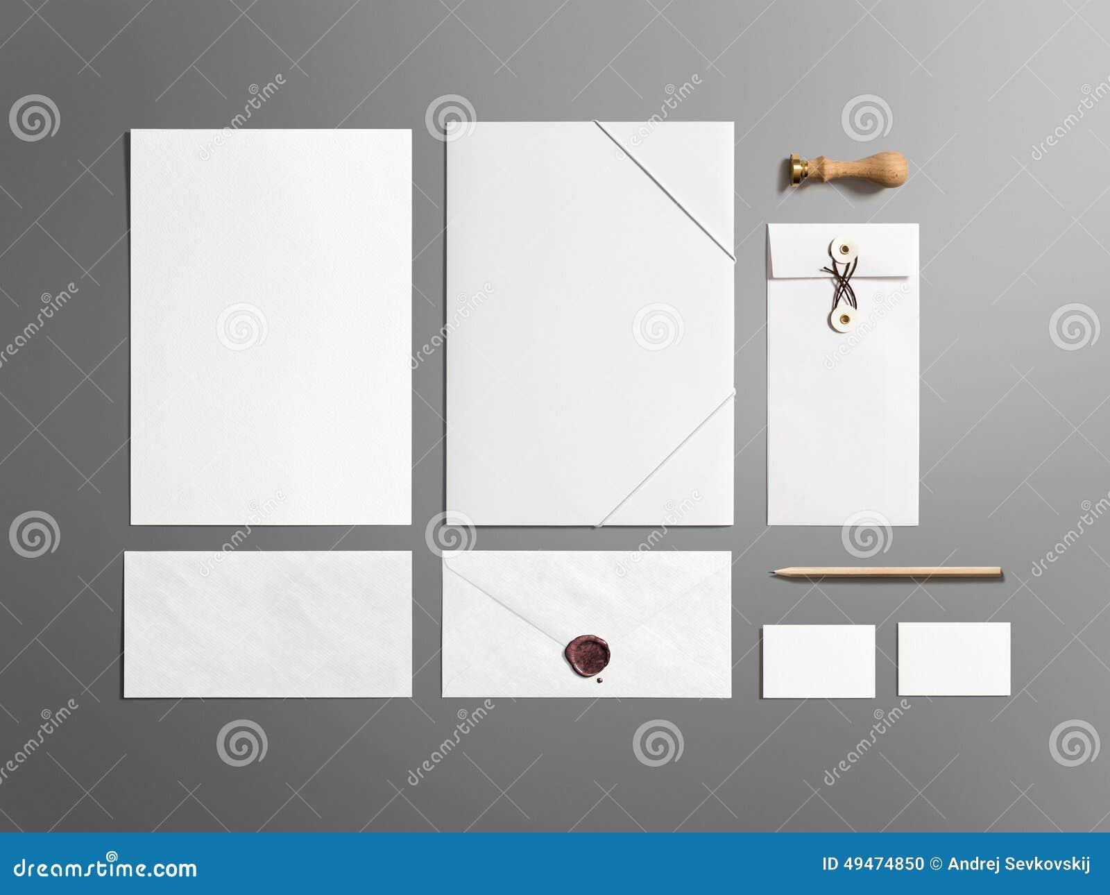 Sistema de marcado en caliente de los efectos de escritorio en blanco aislado en gris