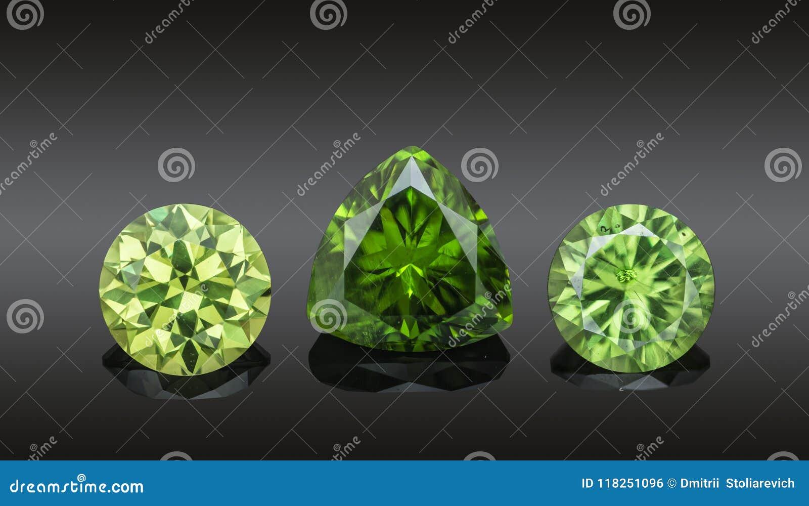 Sistema de piedras preciosas chispeantes transparentes verdes de lujo del diverso collage de los demantoids de la forma del corte